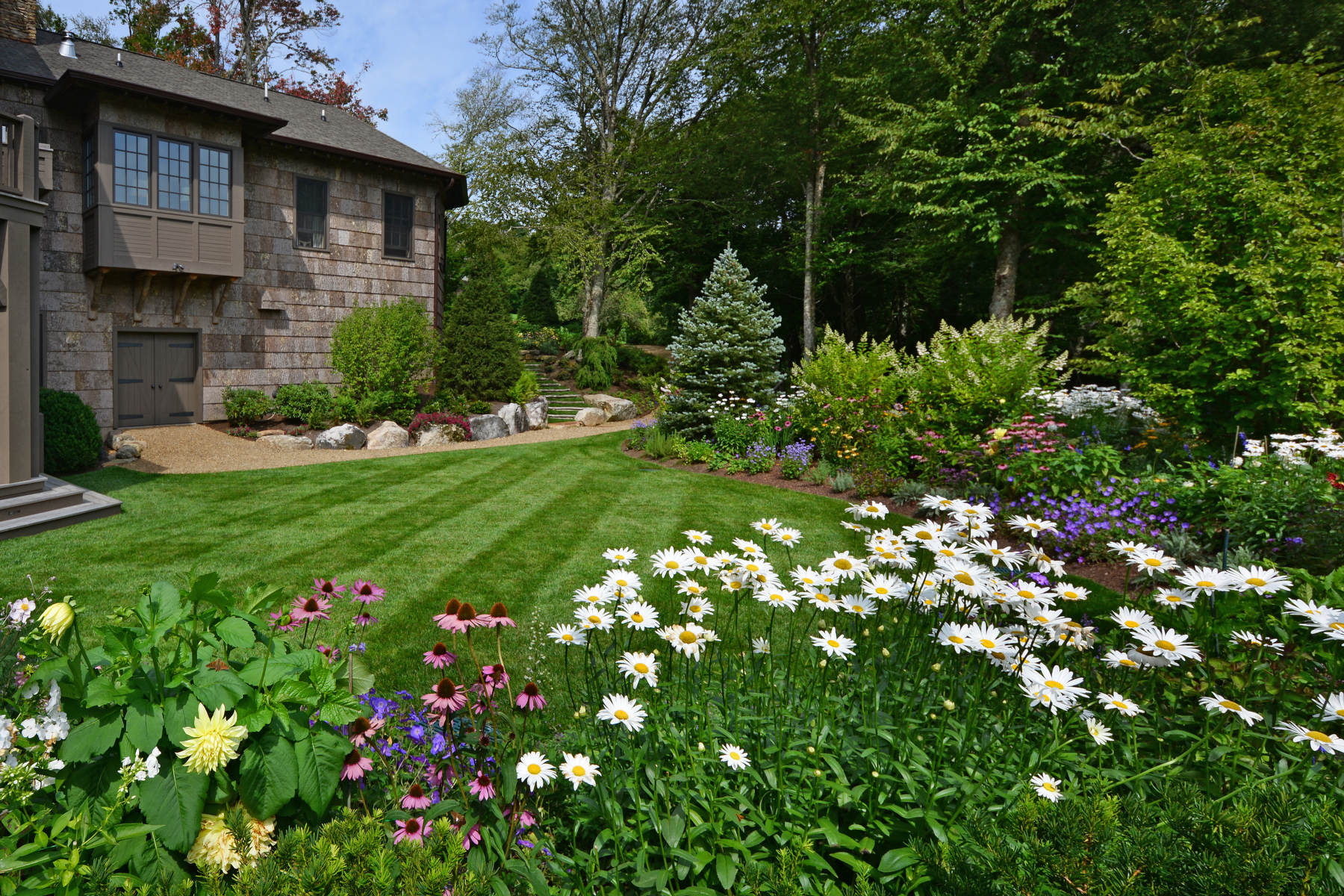 Photo courtesy of National Association of Landscape Professionals/Greenleaf Services, Inc., Linville, North Carolina
