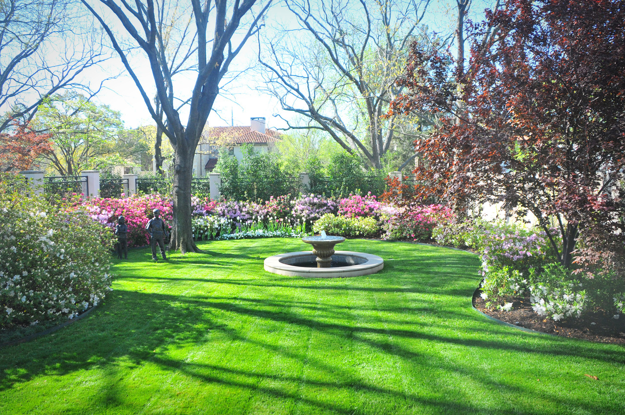 lawns-of-dallas-fountain-lawn.jpg