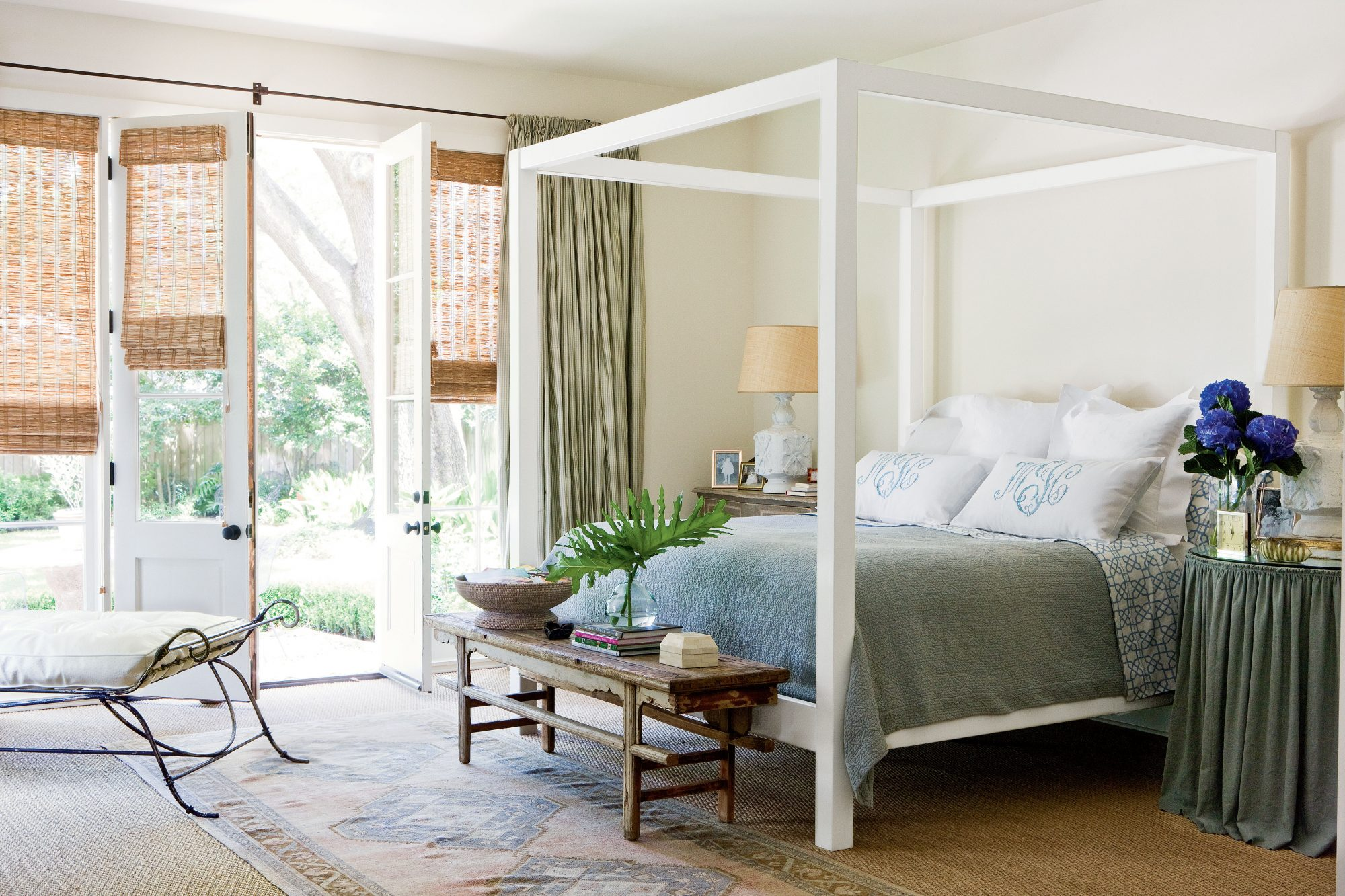 neutral white bedroom - Blue And White Bedroom Pictures