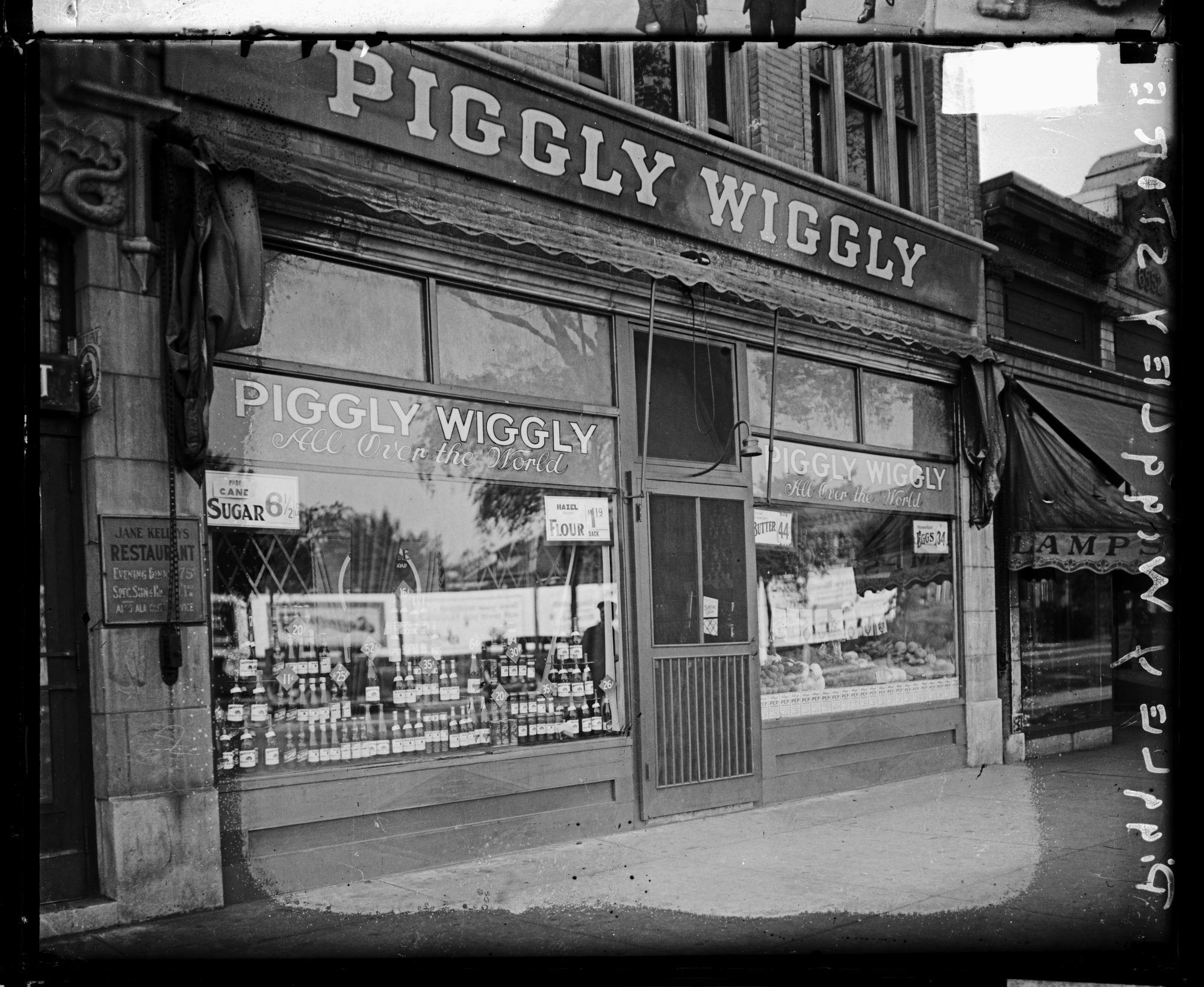 Piggly Wiggly Store Front