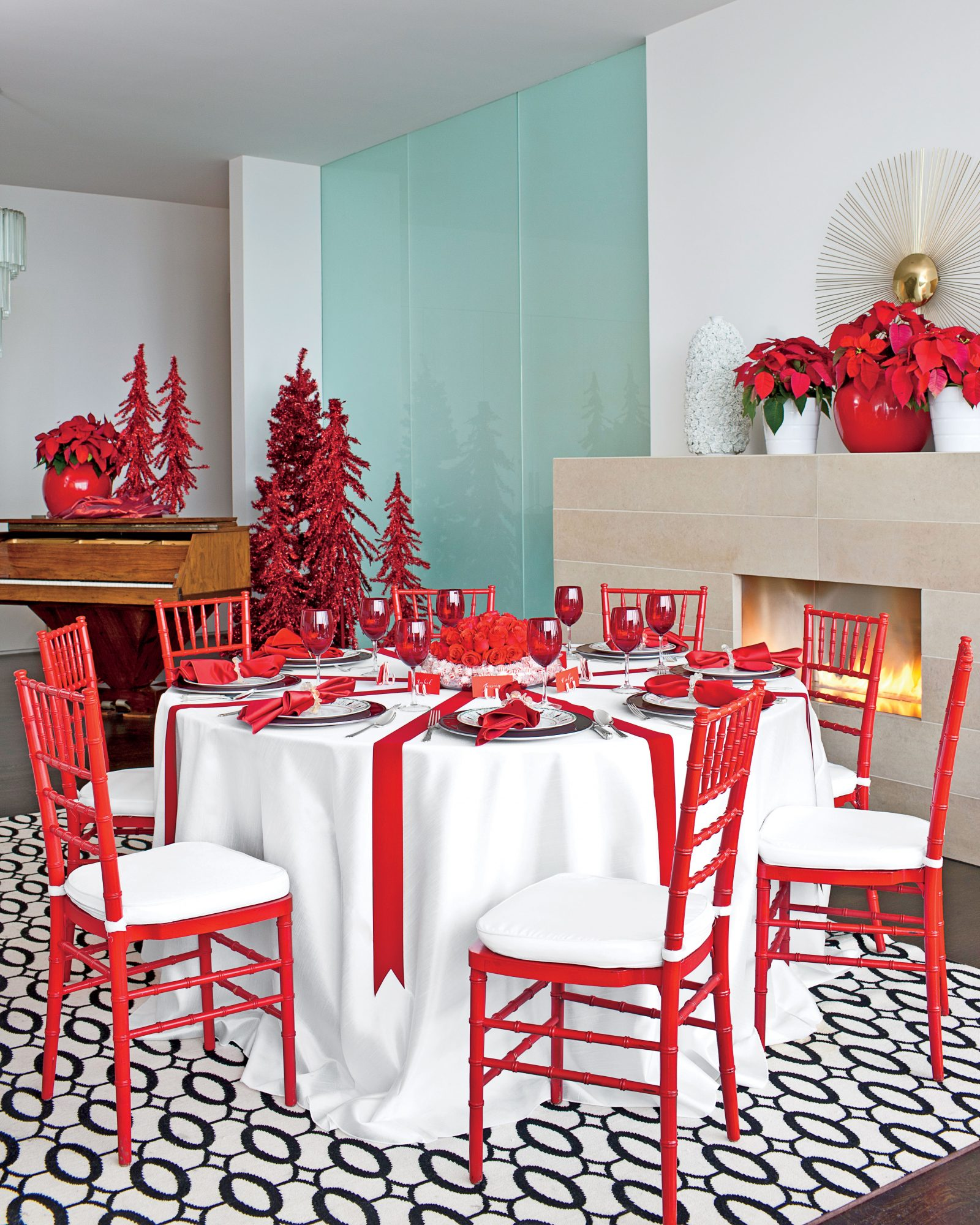 Red and White Christmas Table Decorating