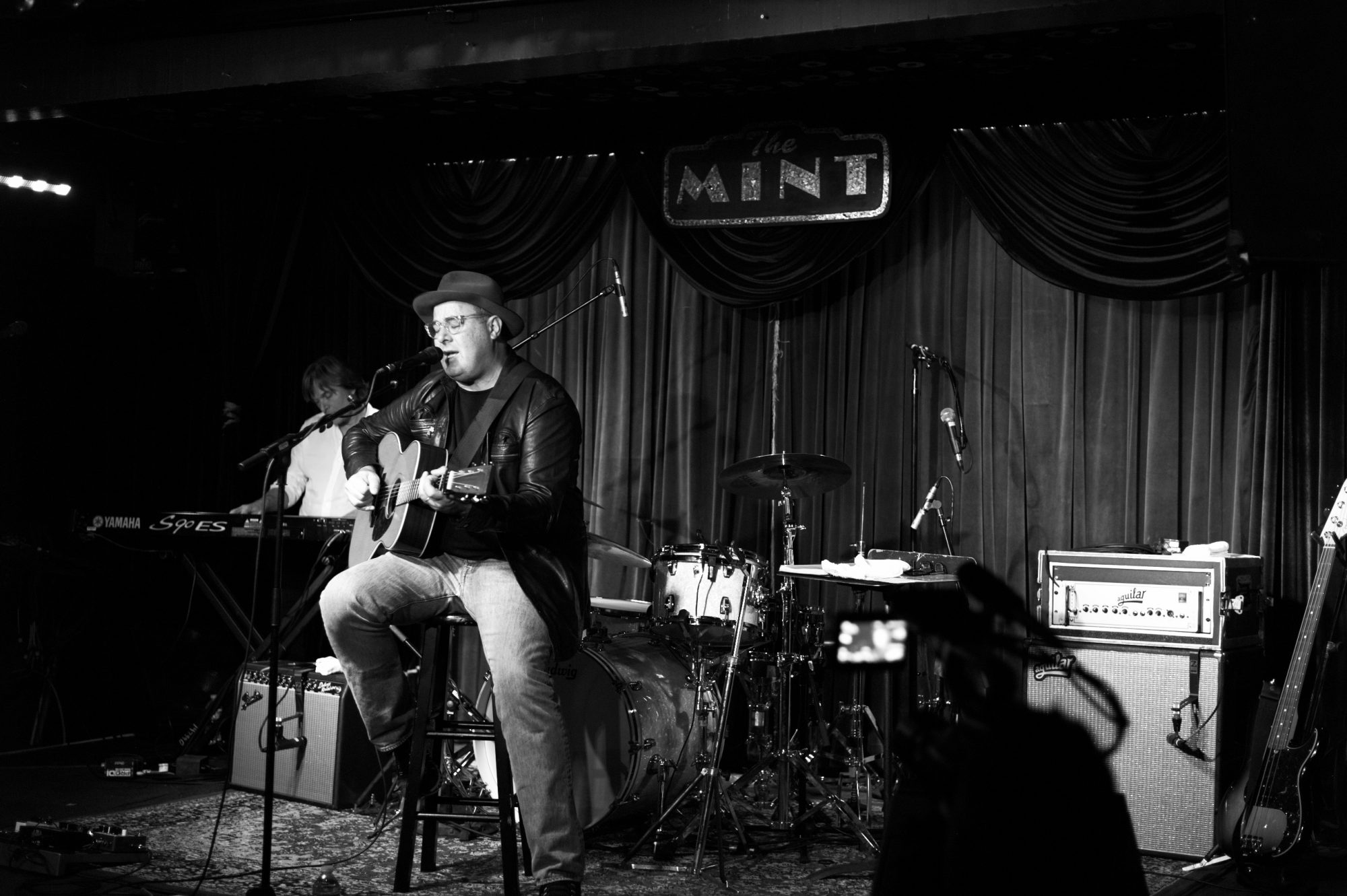 Vince Gill Playing At The Mint