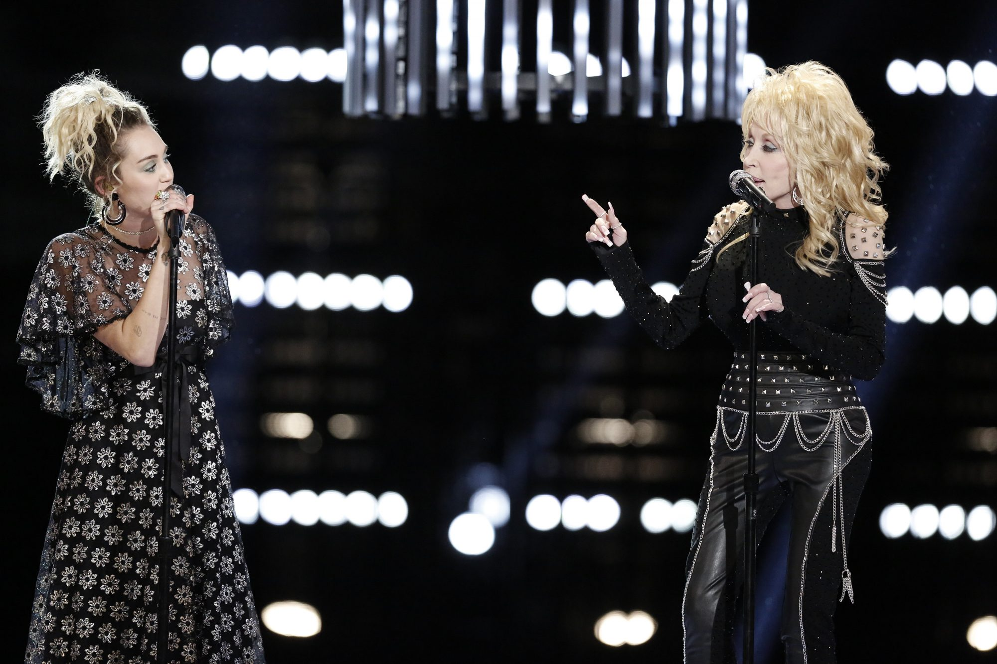 "Dolly Parton and Miley Cyrus singing ""Jolene"" on The Voice"