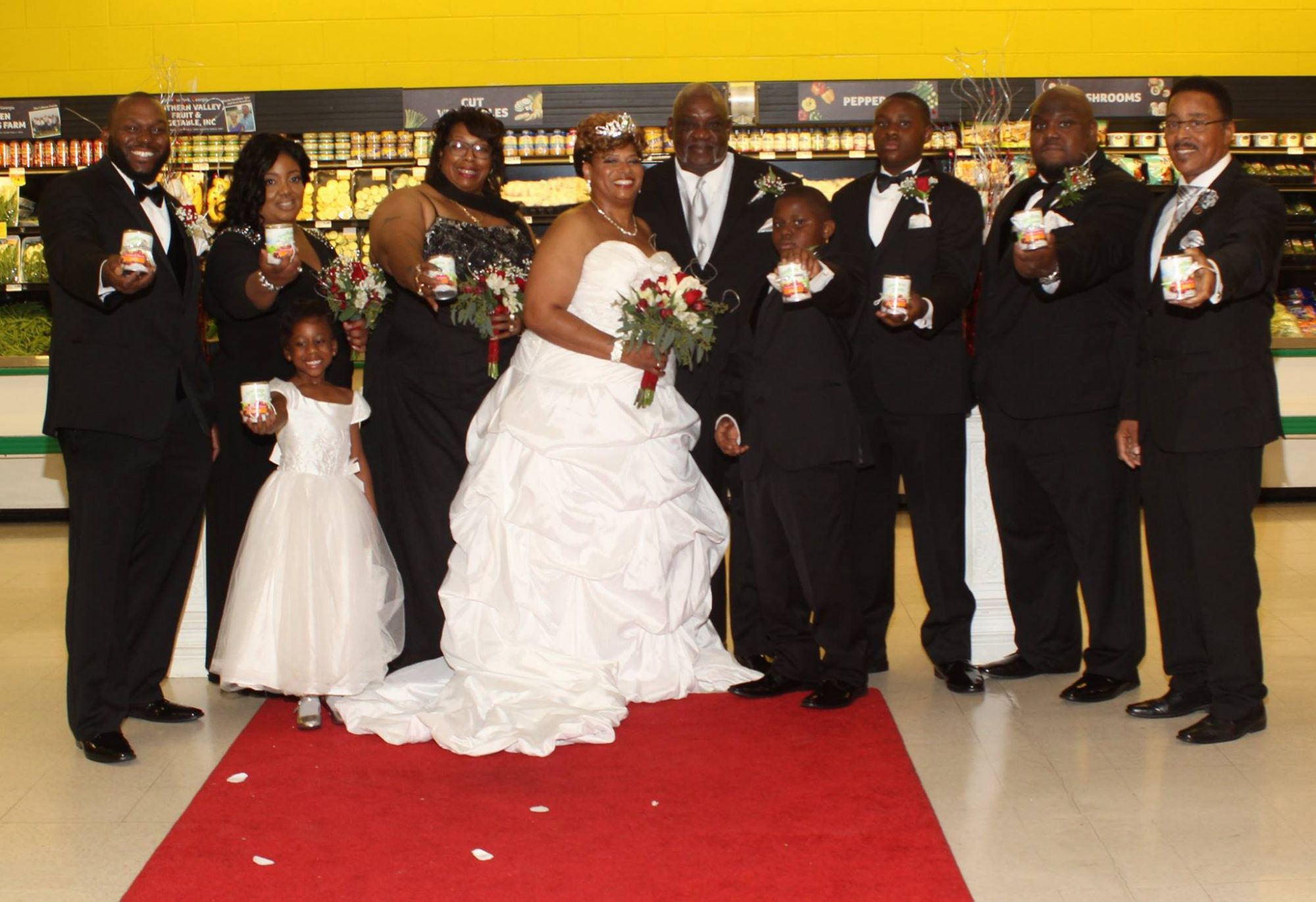 This Couple Got Married In a Grocery Store On Thanksgiving