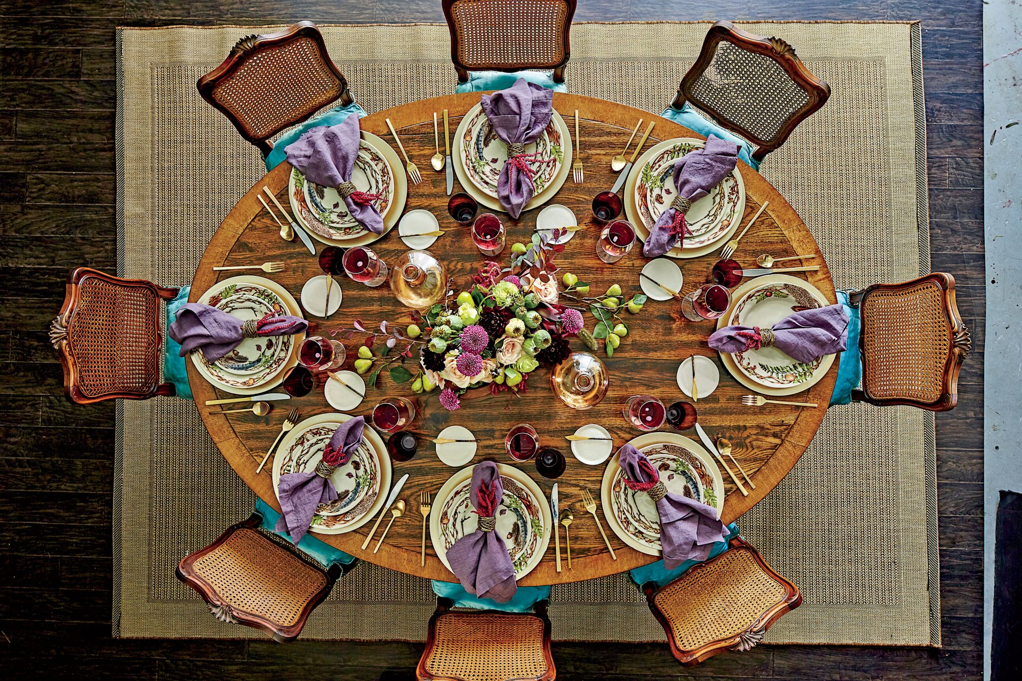 Oval Thanksgiving Table Setting
