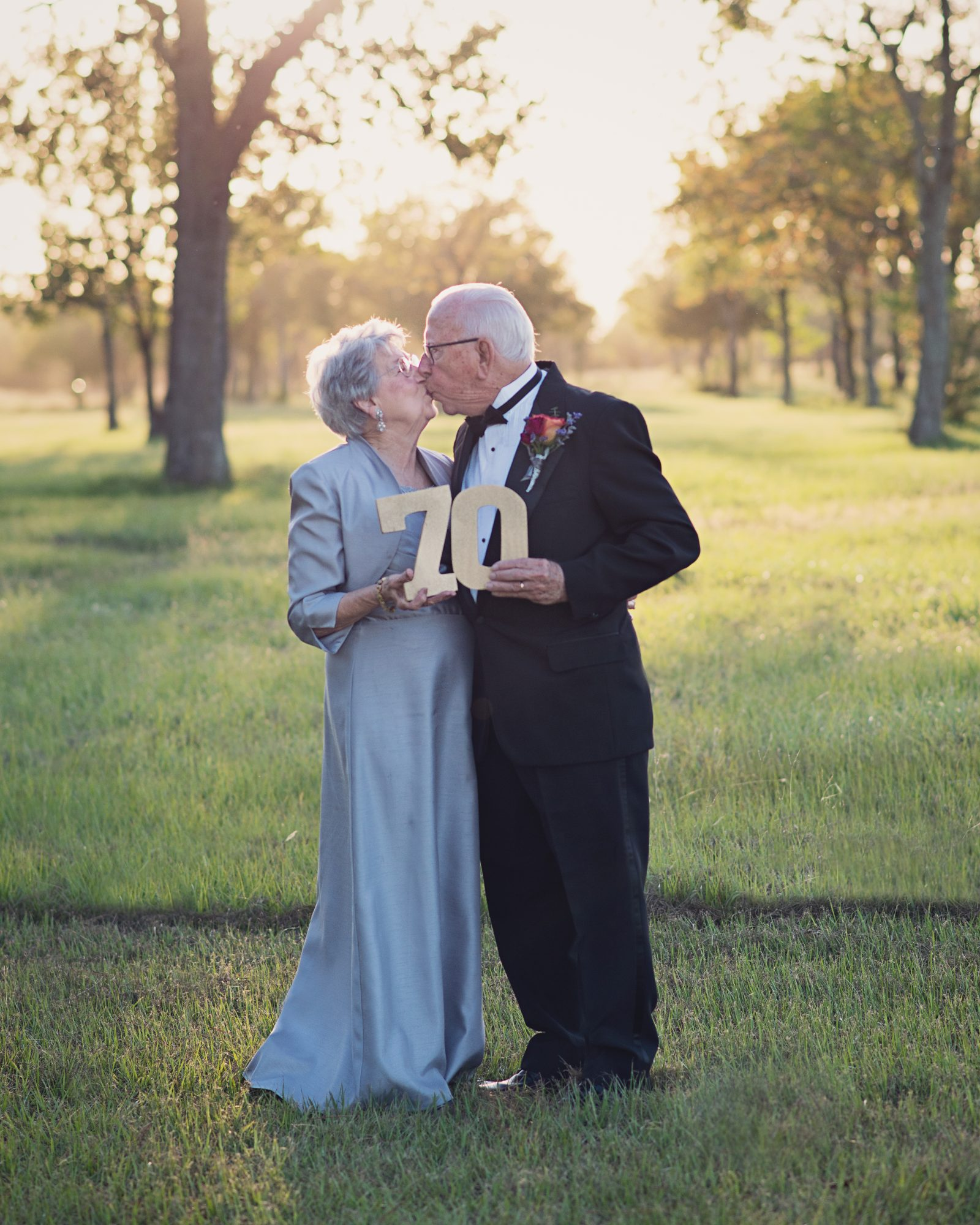 Adorable couple celebrates 70th anniversary with wedding photos they