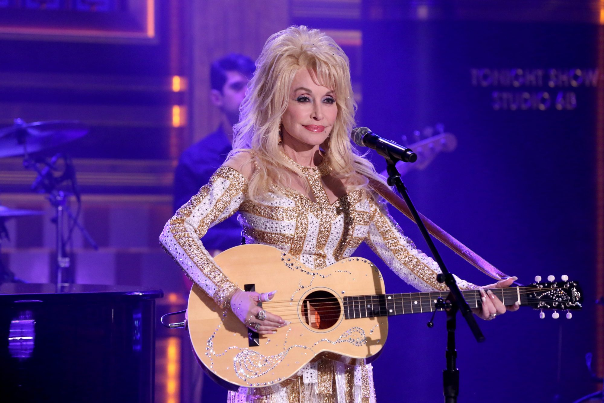 Musical guest Dolly Parton performs on August 23, 2016.