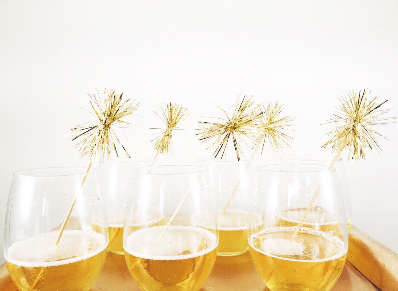 RX_1612_New Years Decorations_Gold Tinsel Drink Stirrers