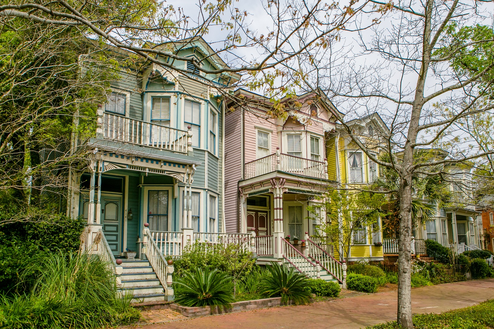 South's Most Colorful Streets E. Huntingdon Street, Savannah (GA)