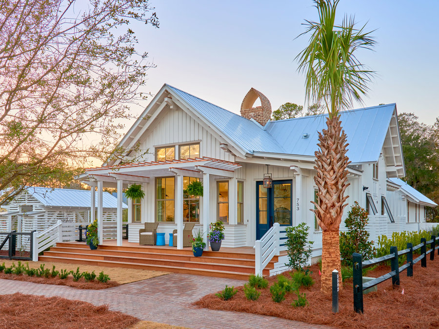 For Sale: This Lowcountry Bungalow Is a Perfect Blend of Farmhouse and Beach House