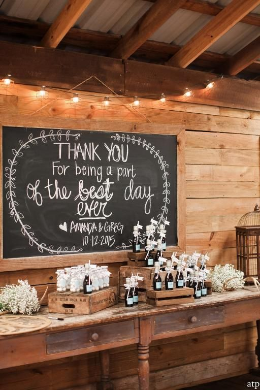 "The Top Wedding Trends for 2017 A ""Gift Lounge"""