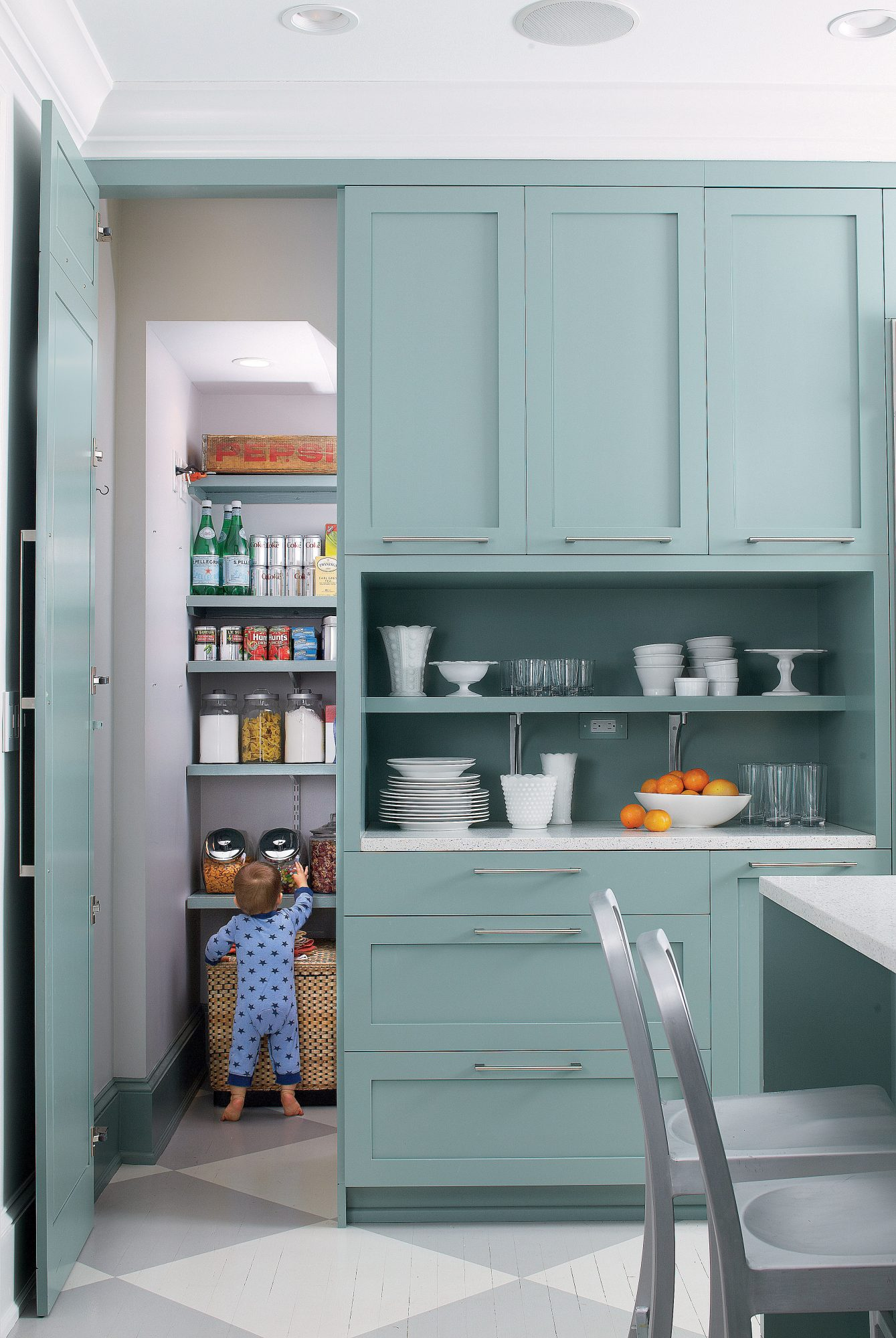 5 Tricks to Tackle Your Messy Pantry - Southern Living