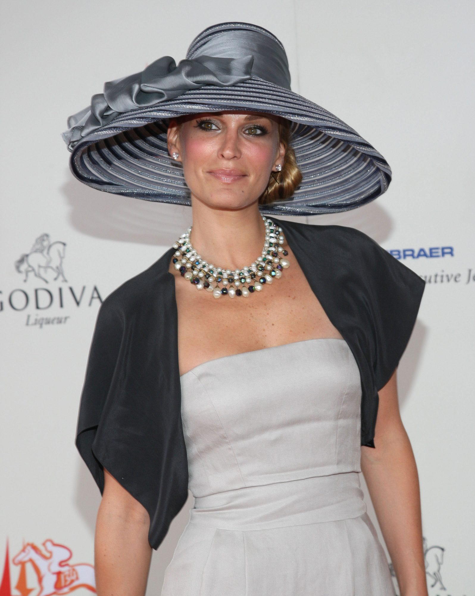 Molly Sims at the Kentucky Derby