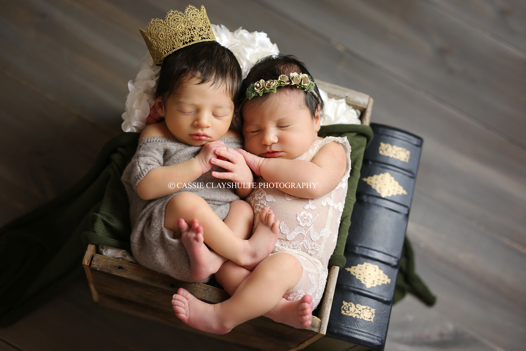 Romeo and Juliet Babies Born Hours Apart at Same Hospital Reunite for Shakespearean Photo Shoot