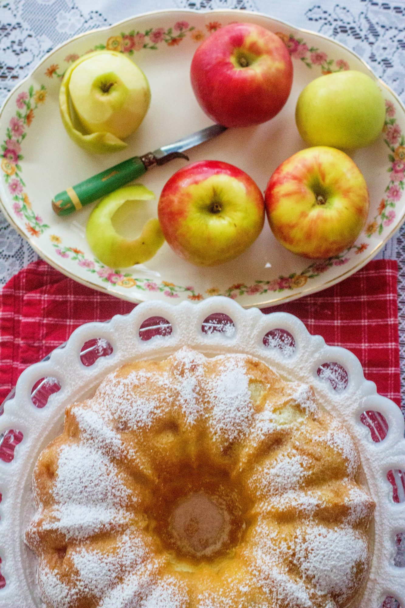 Fresh Apple Sour Cream Pound Cake