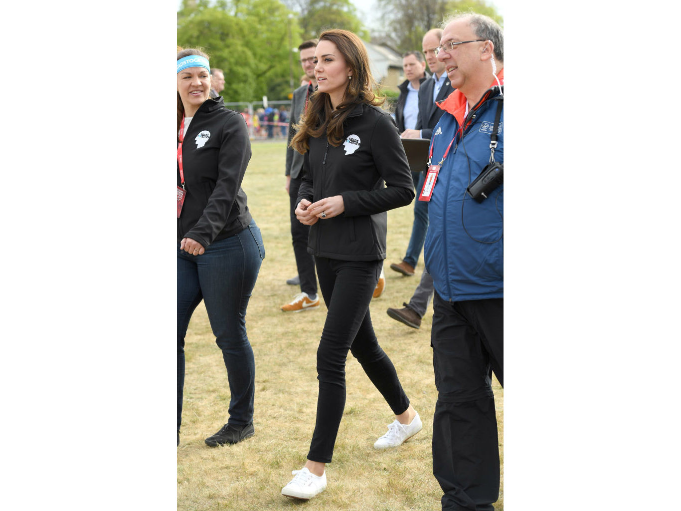 LONDON, ENGLAND - APRIL 23:  Catherine, Duchess of Cambridge meets Heads Together runners in the Blue Start area as they prepare for the 2017 Virgin Money London Marathon on April 23, 2017 in London, England.  (Photo by Karwai Tang/WireImage)