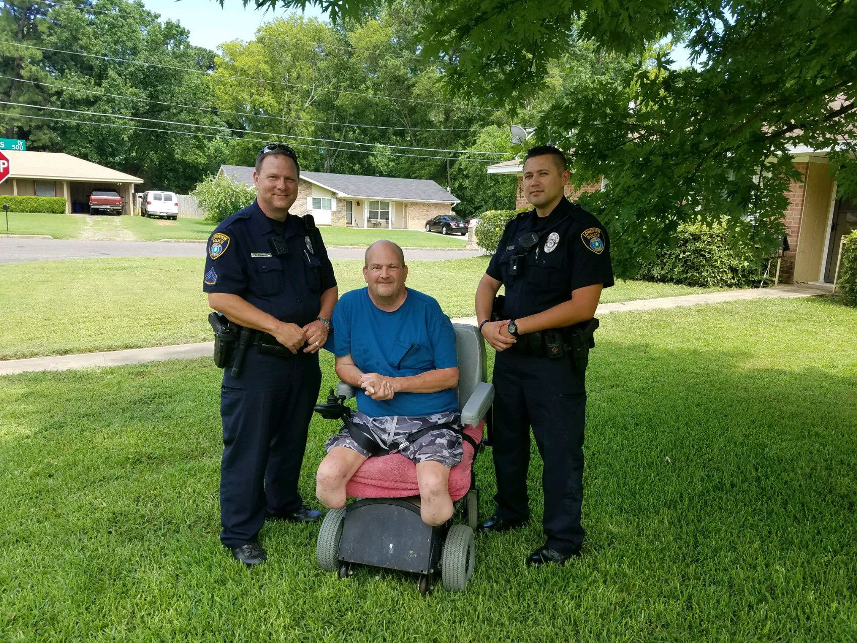 Texas Police Officers Stop To Mow Disabled Veteran's Lawn