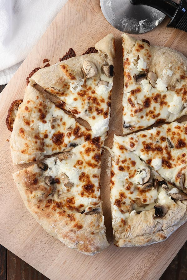 25 Skillet Pizzas Mushroom and Goat Cheese Skillet Pizza