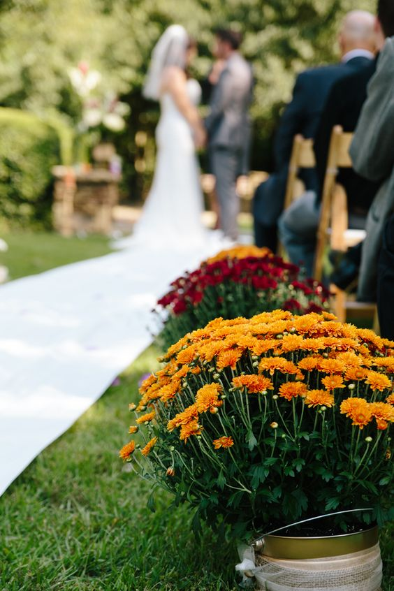Incredible Ways to Decorate with Mums Use Them at Your Fall Wedding