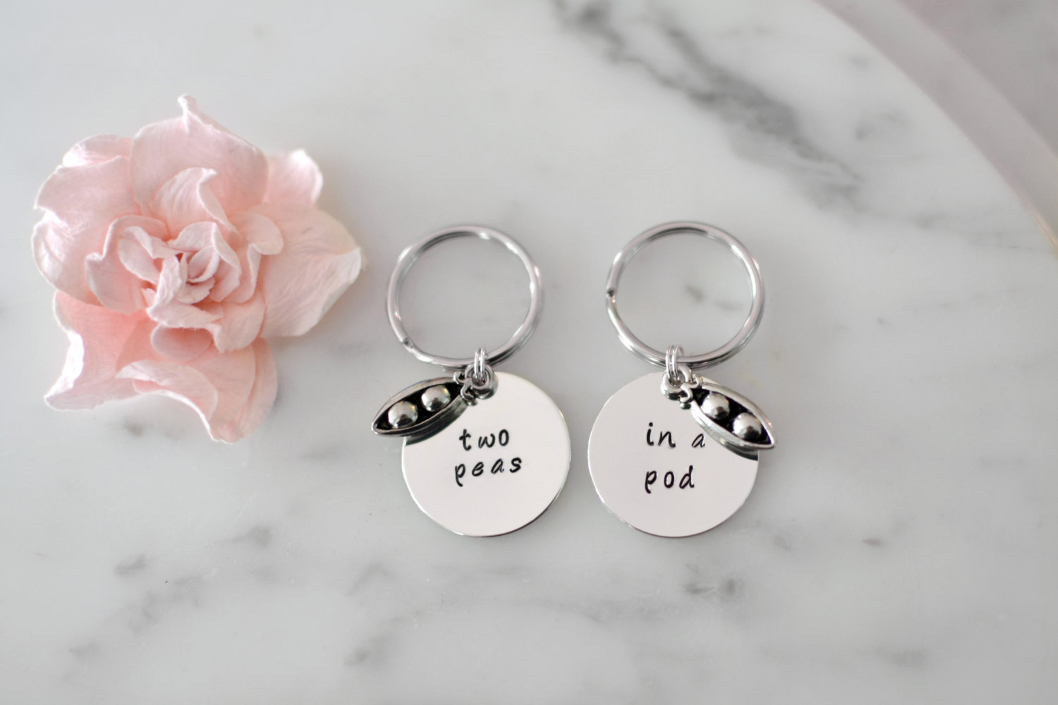 RX 1708 Gifts For Twin Sisters Two Peas In A Pod Keychain Set
