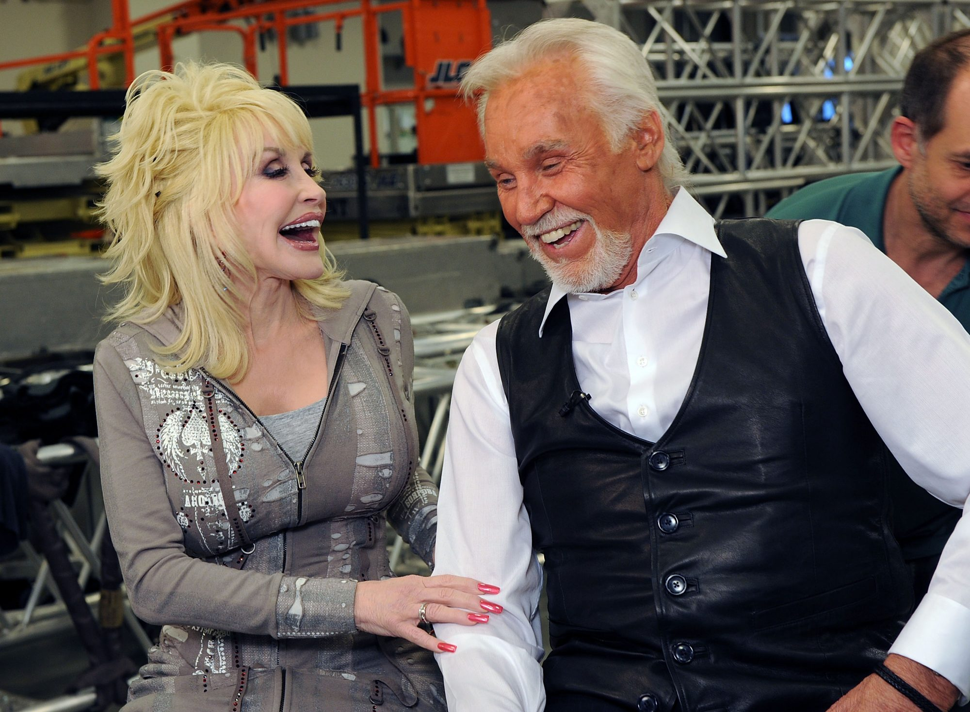 Kenny rogers and dolly parton address dating rumors for What is dolly parton s husband s name