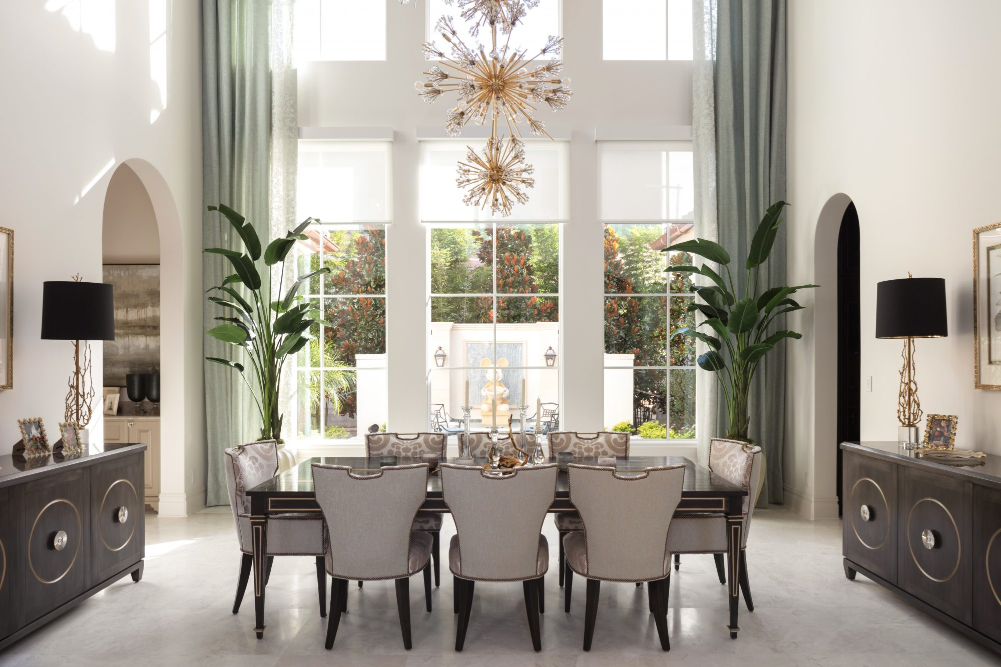 A Light-Filled Dining Room