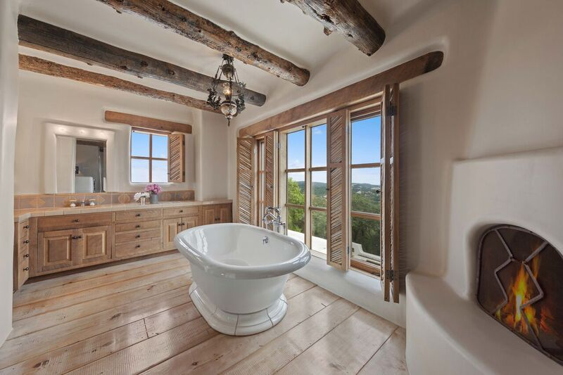 A Light-Filled Bathroom
