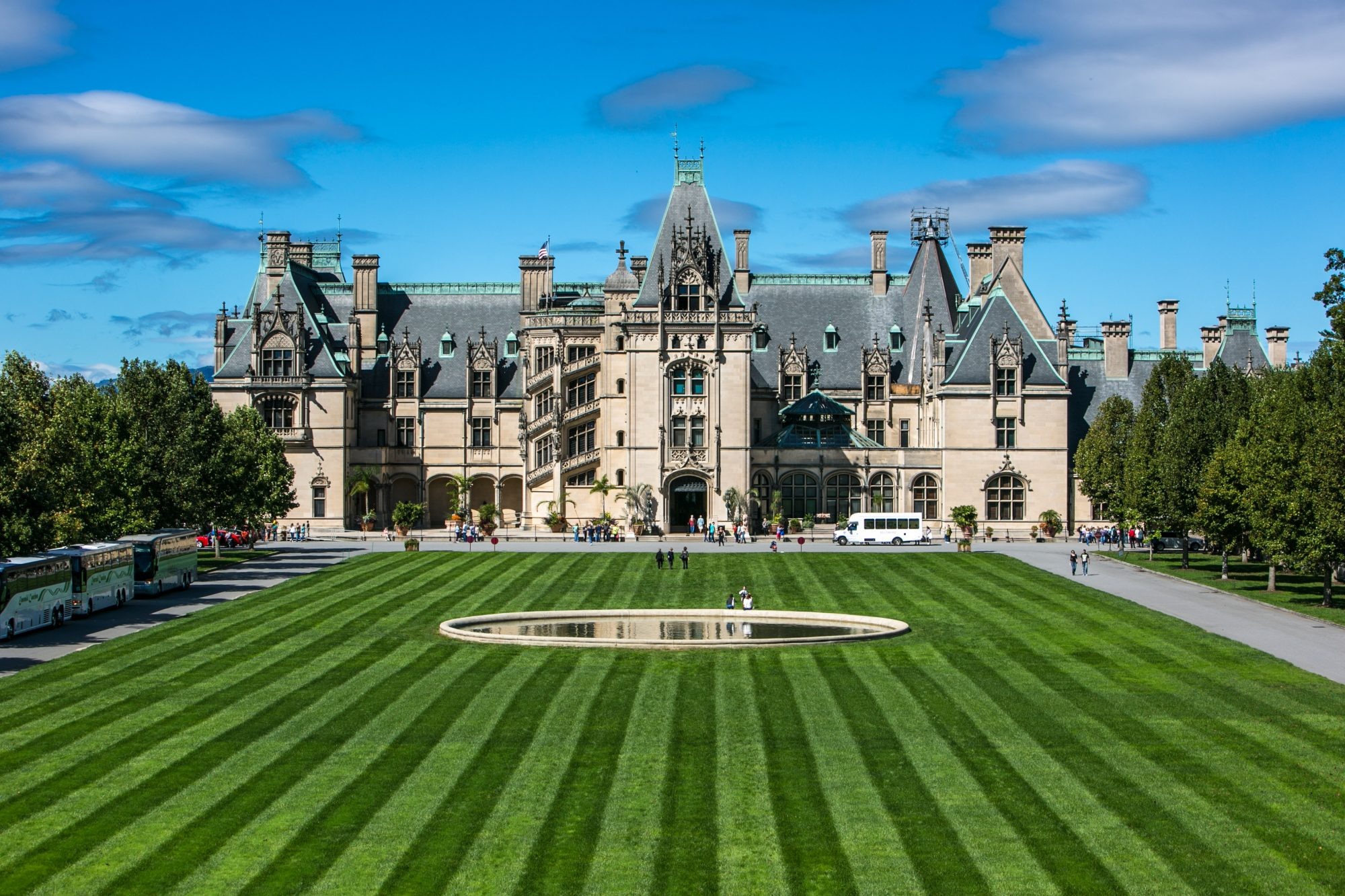 Nice WATCH: Biltmore Estate Owner, William A.V. Cecil, Dead At 89   Southern  Living