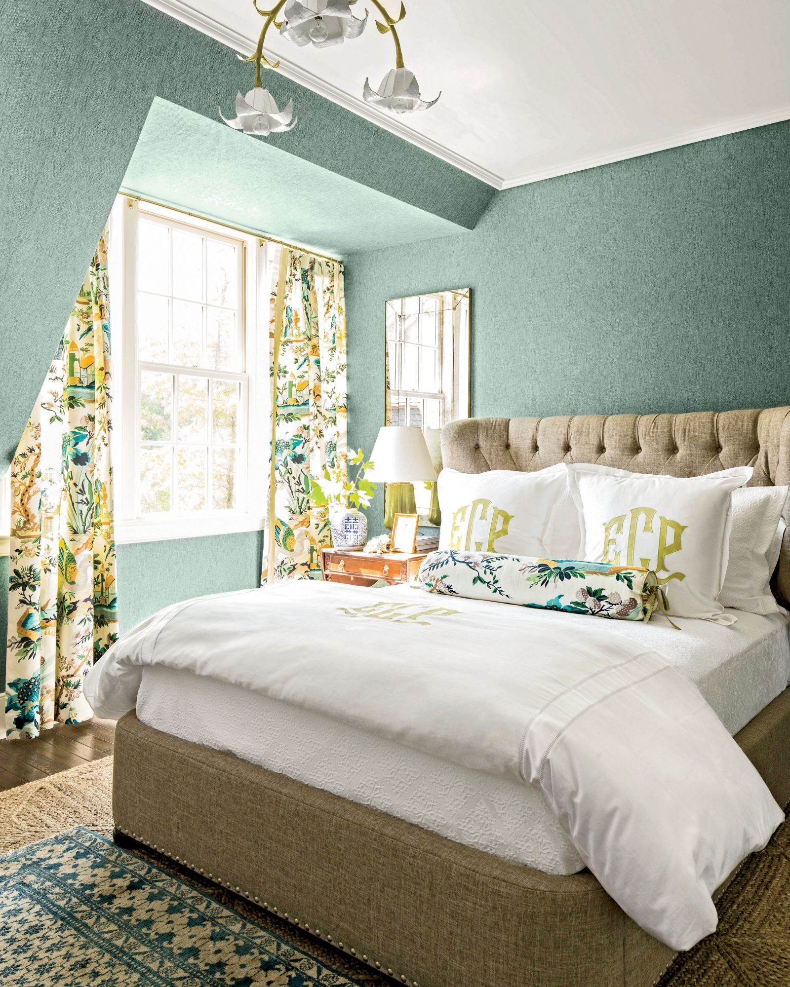 6 things every stylish southern woman has in her bedroom for Southern bedroom designs