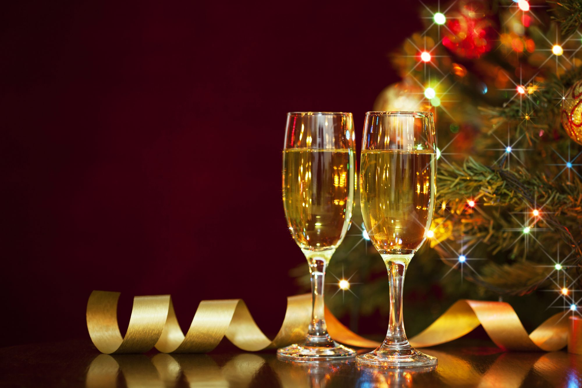 Champagne flutes with Christmas tree