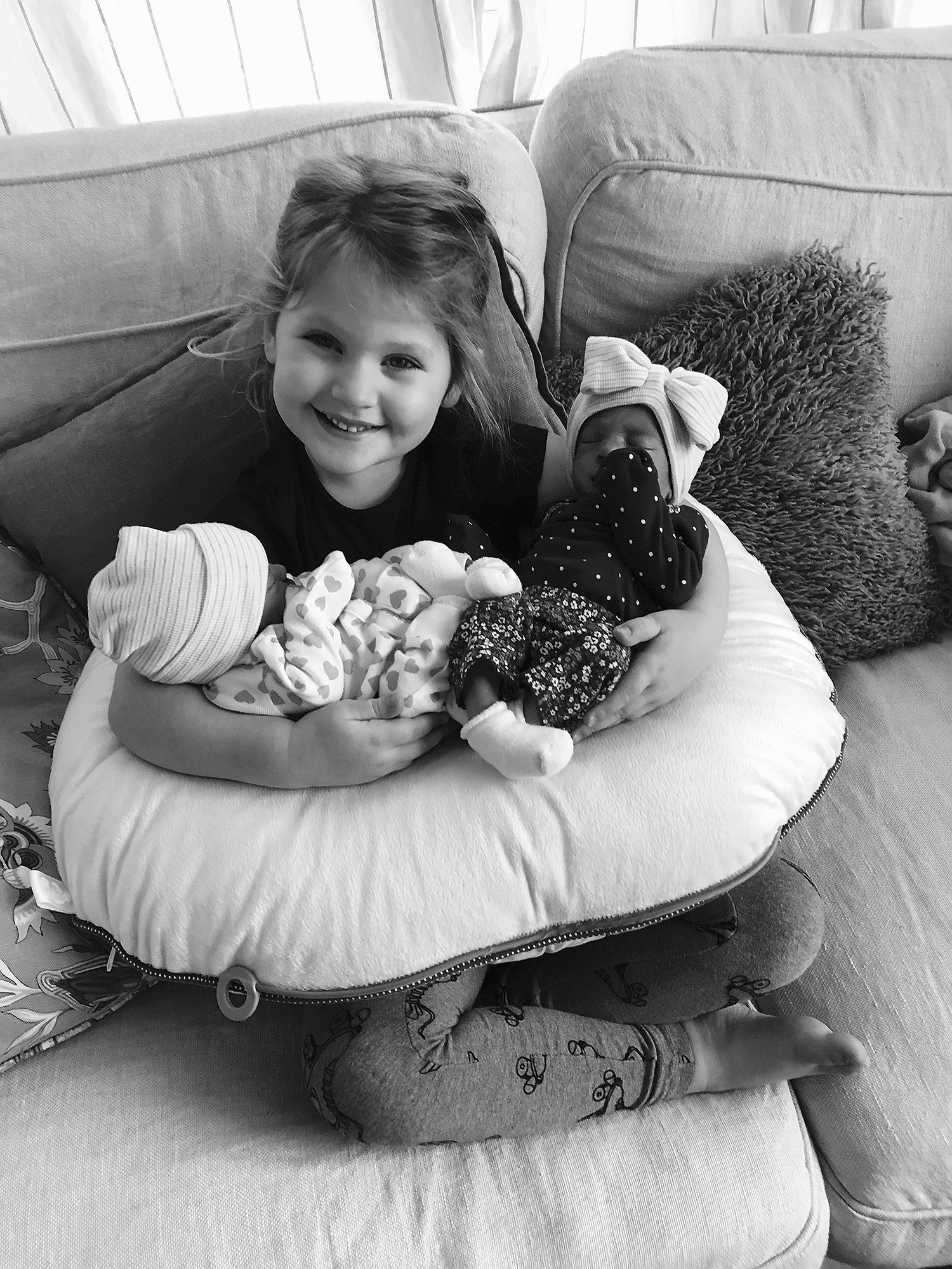 Hillary Scott Introduces Identical Twin Daughters