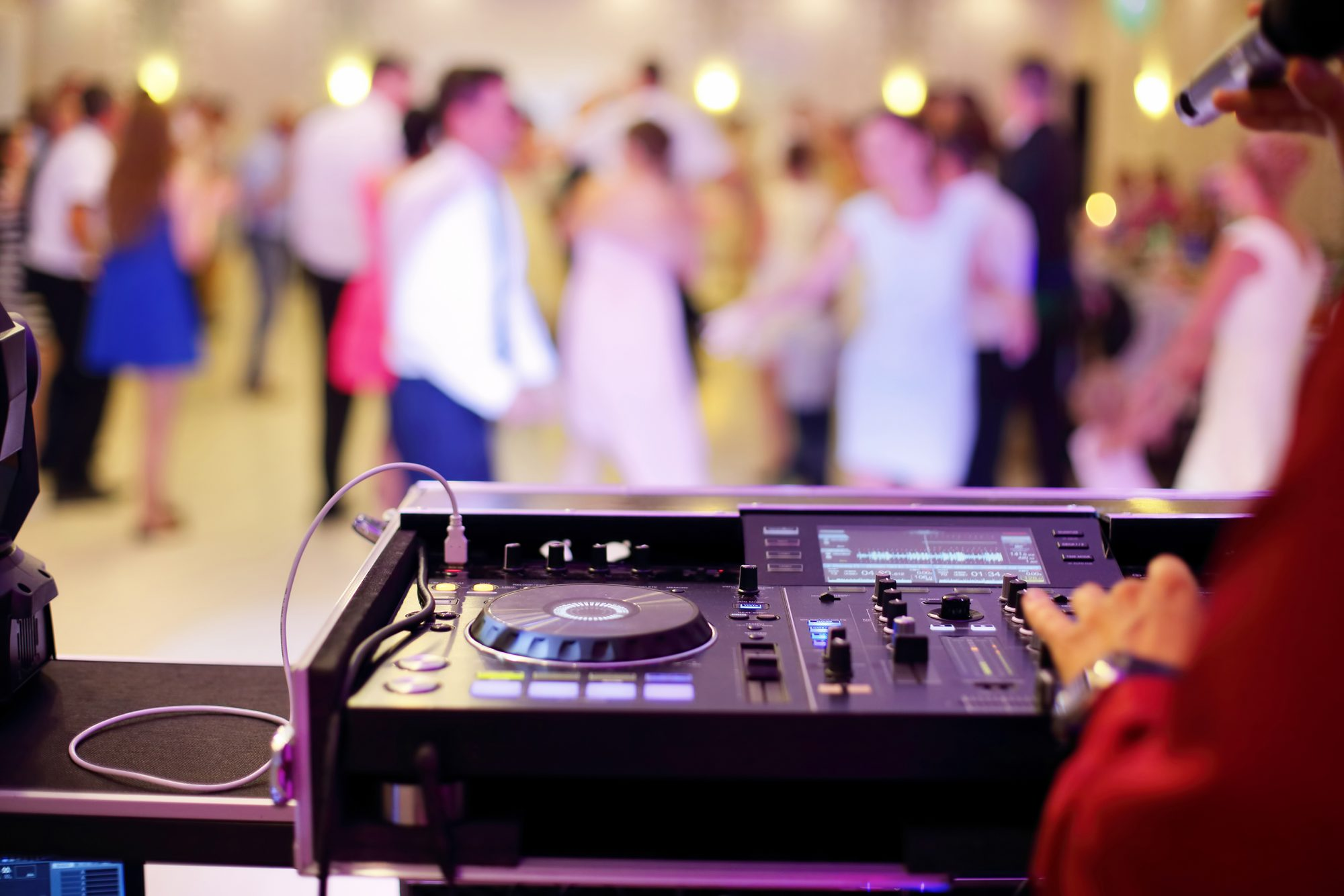 wedding deejay