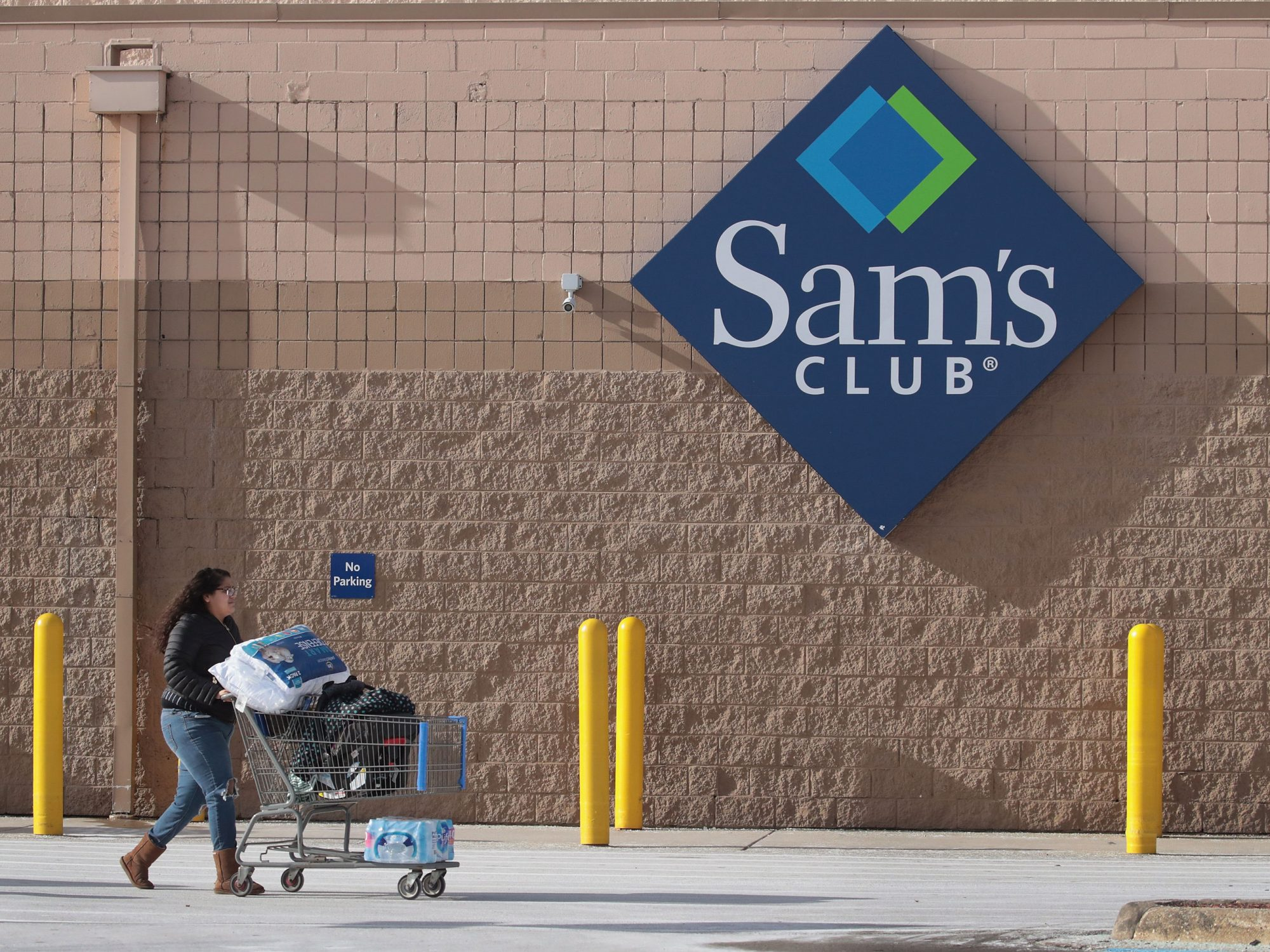 Sam's Club Chicken Recalled After Plastic Pieces Found in Meat