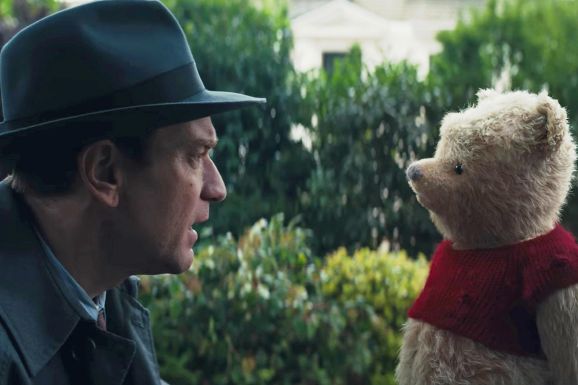 Winnie the Pooh visits an old friend in first Christopher Robintrailer christopher-robin