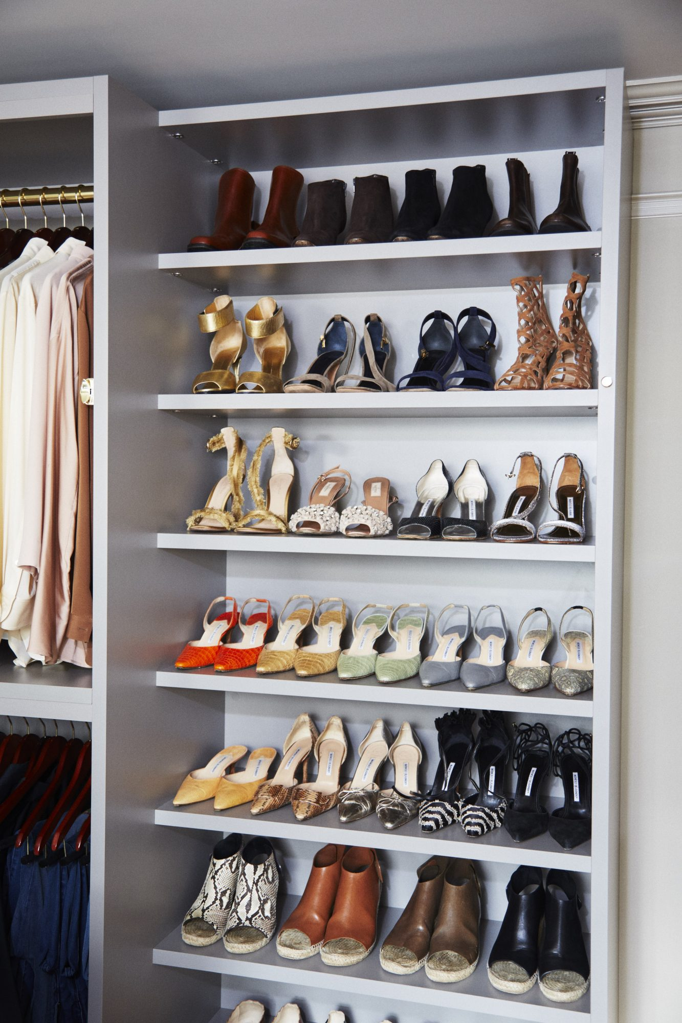 See Inside Martha Stewart's Meticulous (and Massive!) Walk-in Closet msl-closet-12-19-17-mn-6487417-357