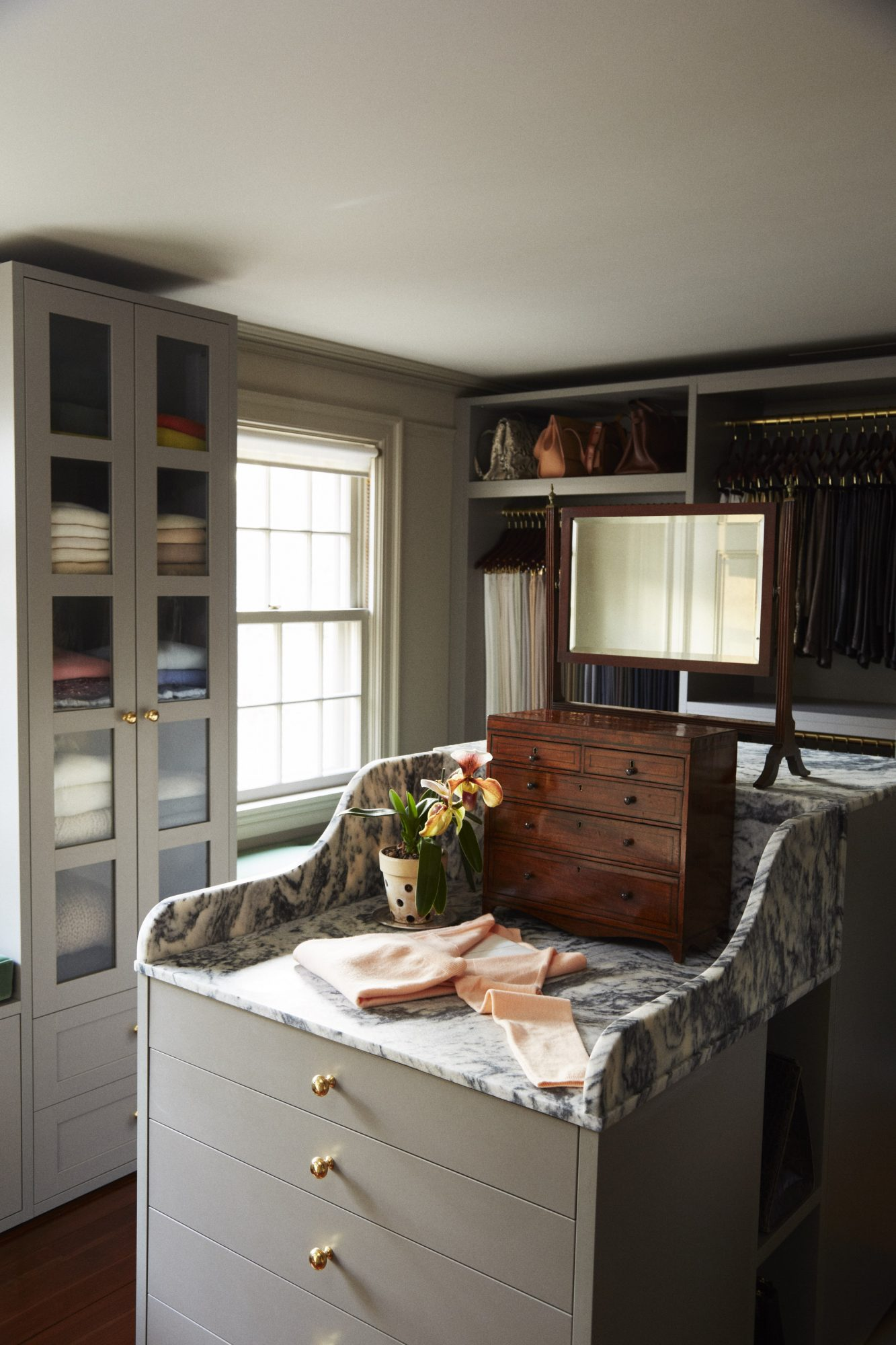 See Inside Martha Stewart's Meticulous (and Massive!) Walk-in Closet msl-closet-12-19-17-mn-6487417-511