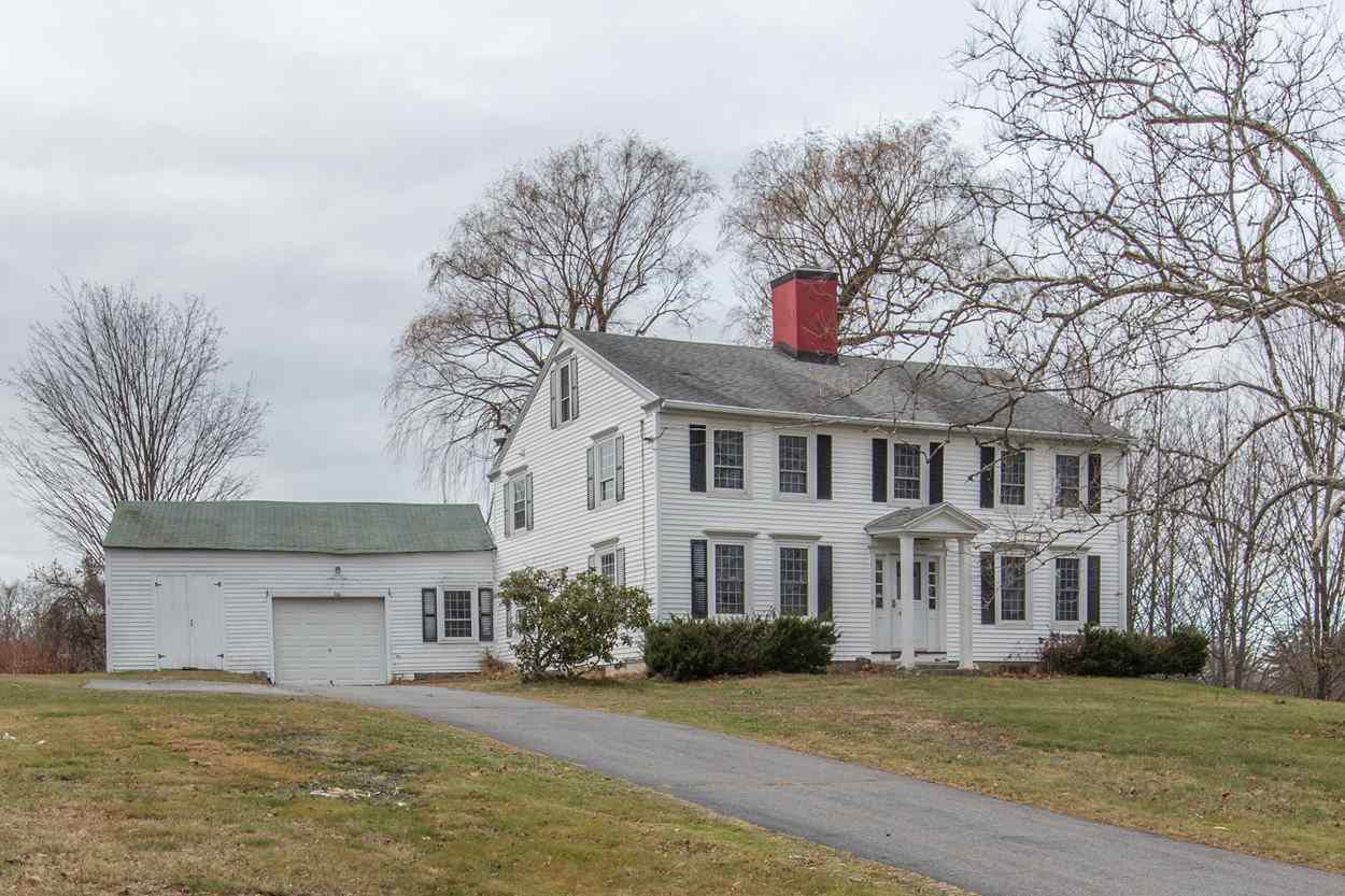 This Is the Hottest Real Estate Listing in Every State. Nearly All Have One Thing in Common 180328-most-coveted-house-each-state-new-hampshire