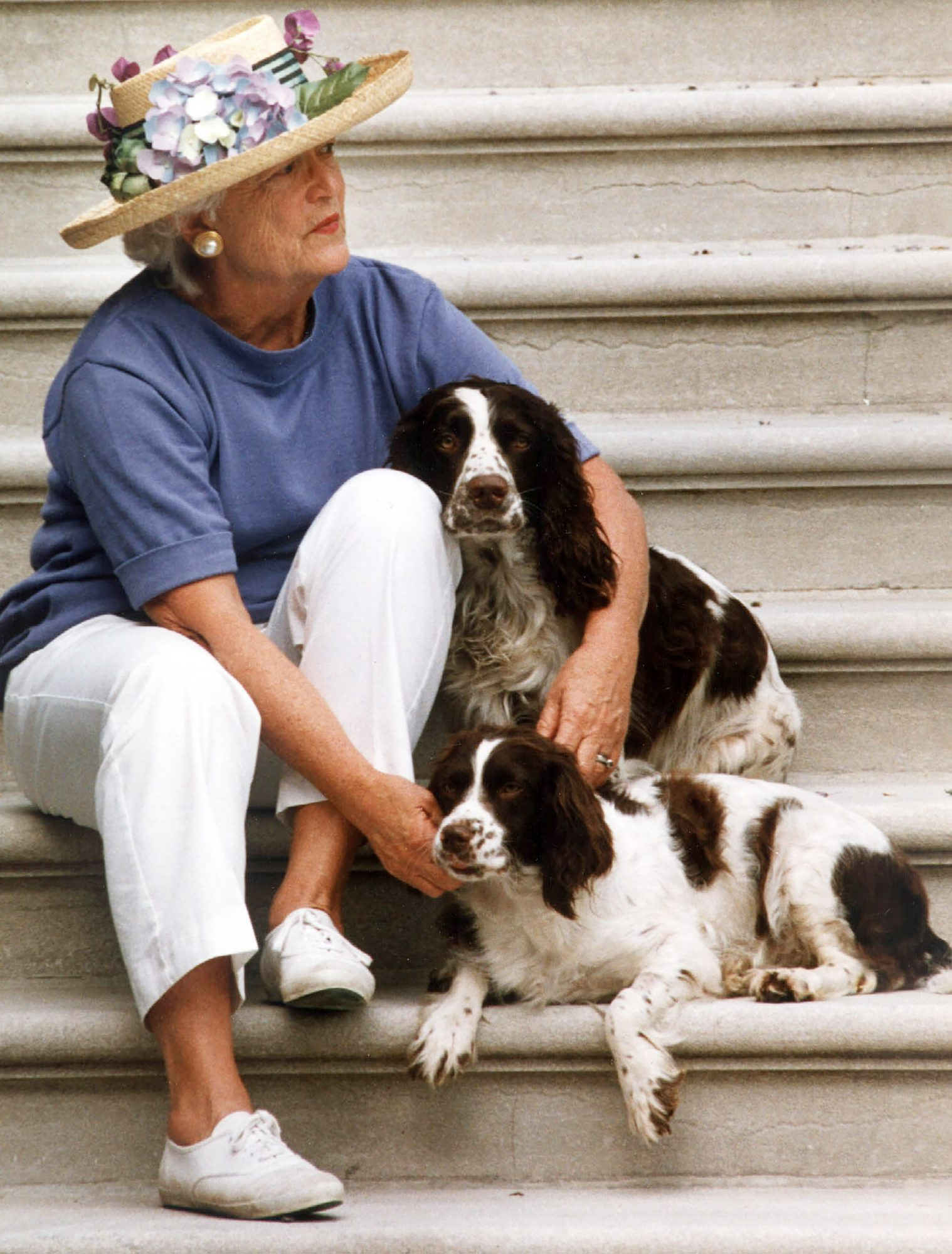 This Recently Unearthed Photo of Barbara Bush and Her Dogs in Matching Outfits Is Beloved by Twitter barbara-bush-31