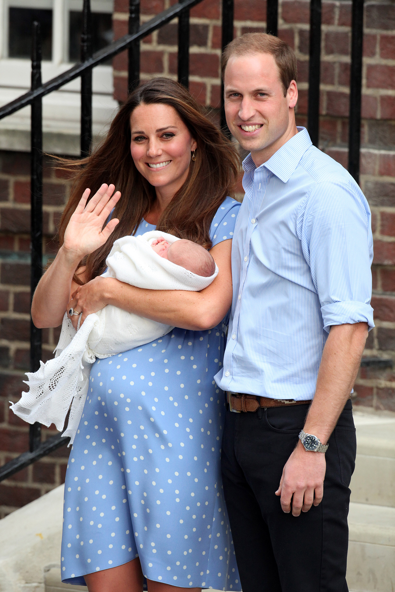 Kate Middleton Steps Out with New Royal Baby Just 7 Hours After Giving Birth: See the Photos! princess-kate-7