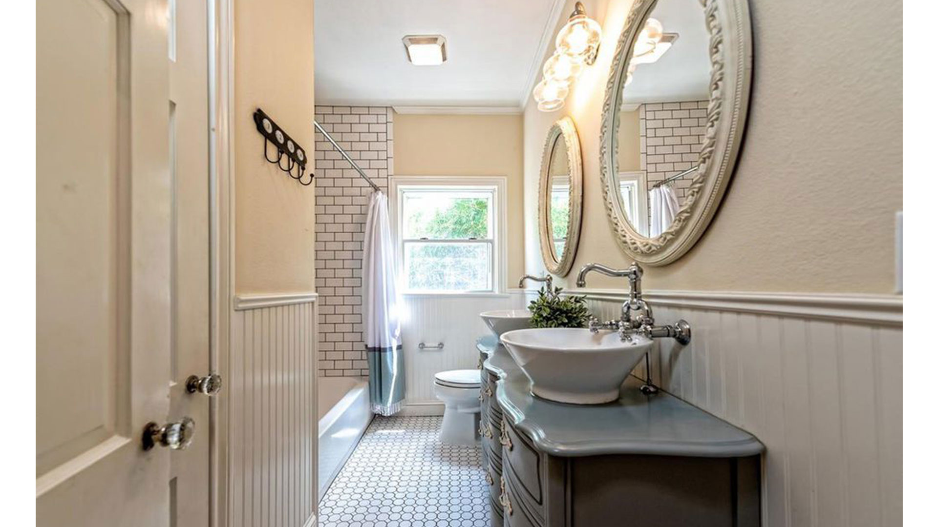 Fixer Upper Dutch Door House_Bathroom