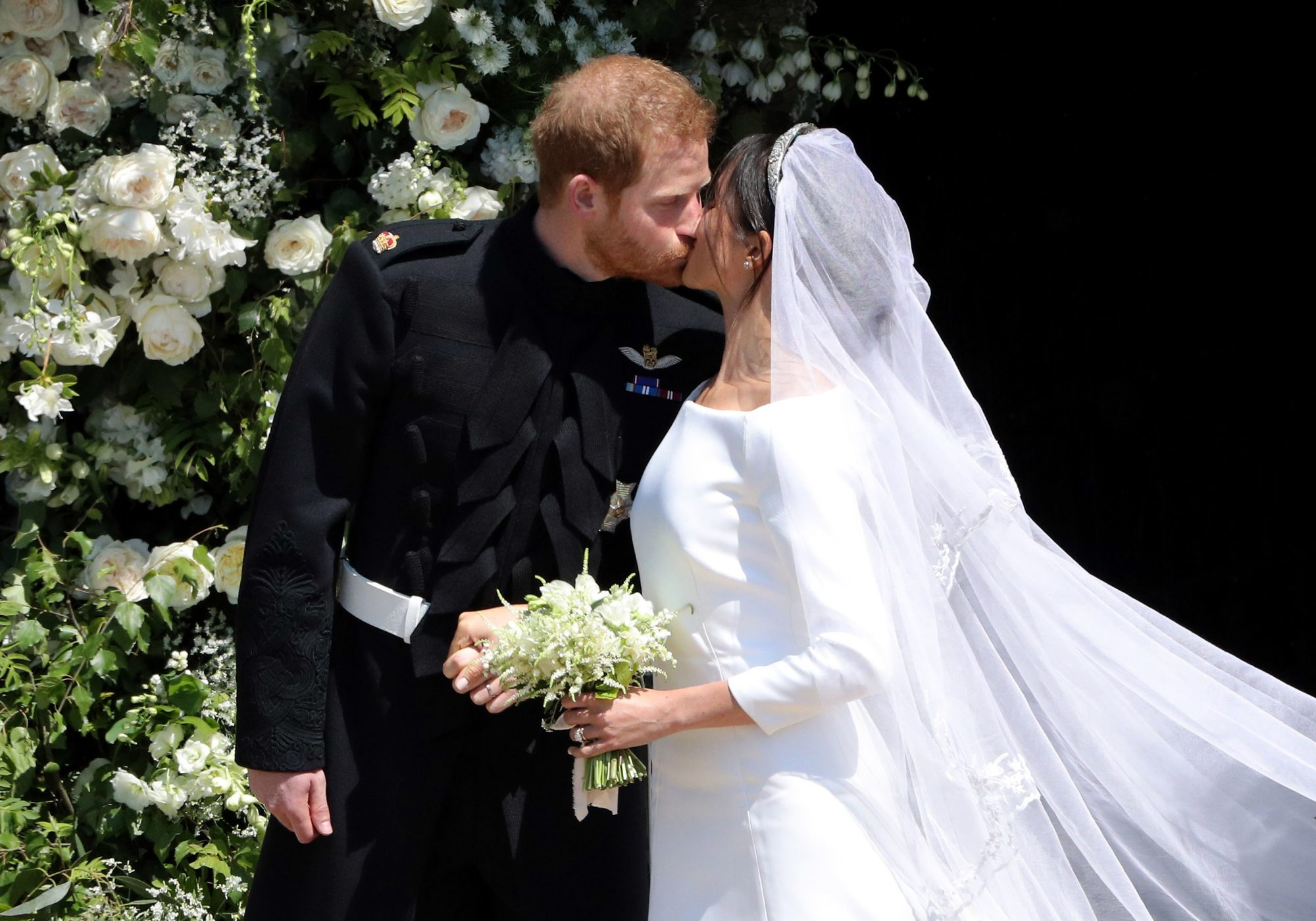 harry and Meghan first kiss