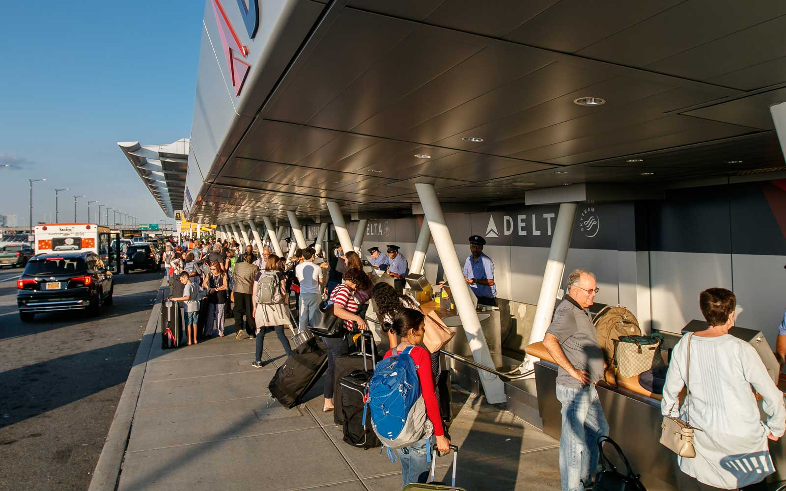Curbside check-in for Delta at JFK