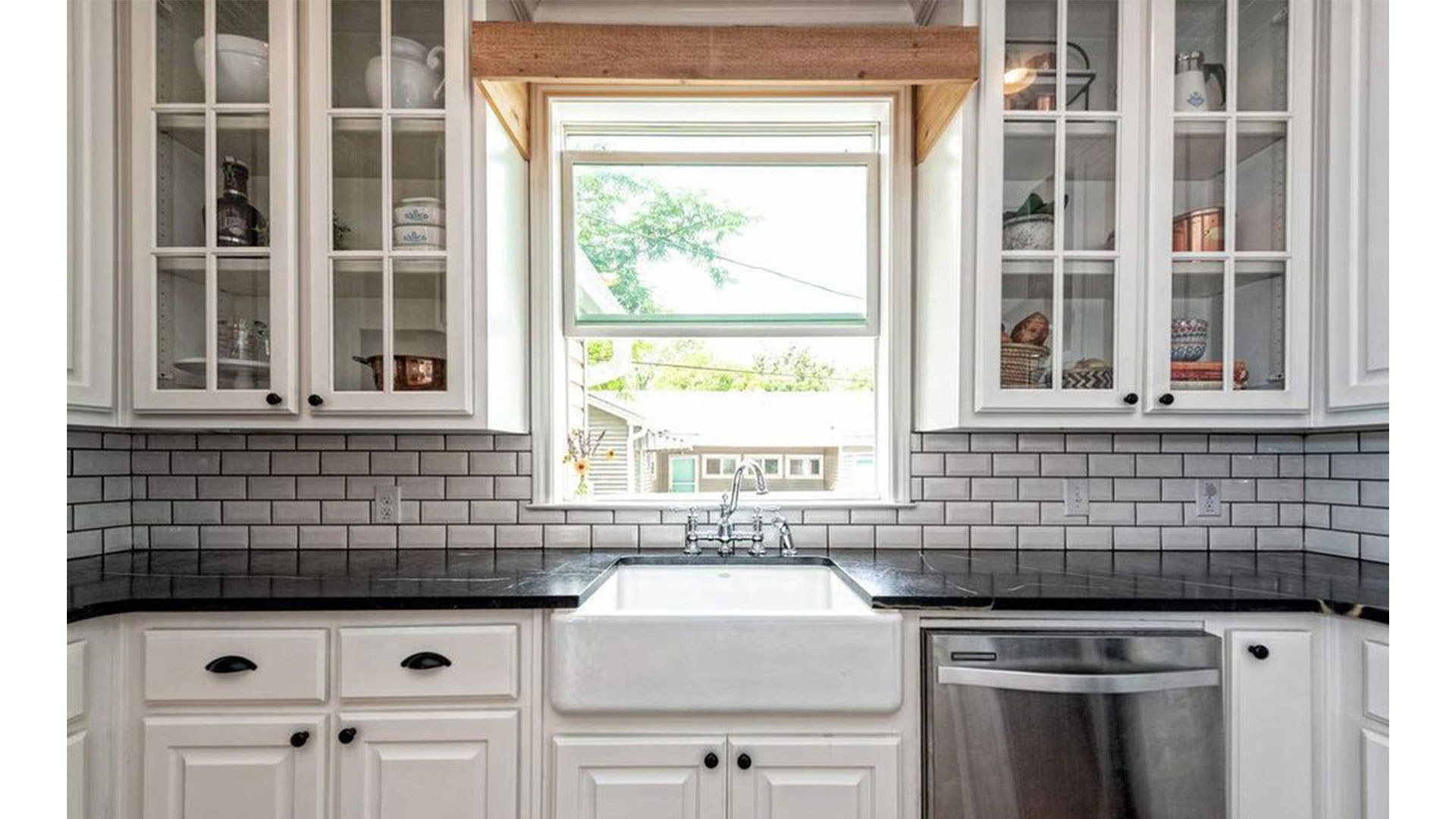 Fixer Upper Dutch Door House_Farmhouse Sink