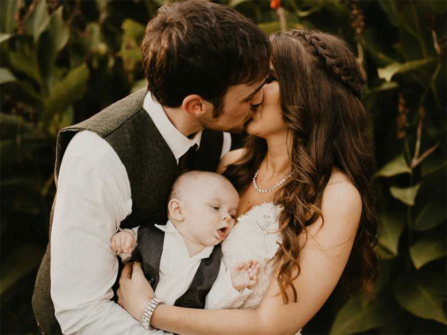 Hungry Baby Photobombs His Mom's Wedding Picture in the Most Relatable Way tayler-way-5
