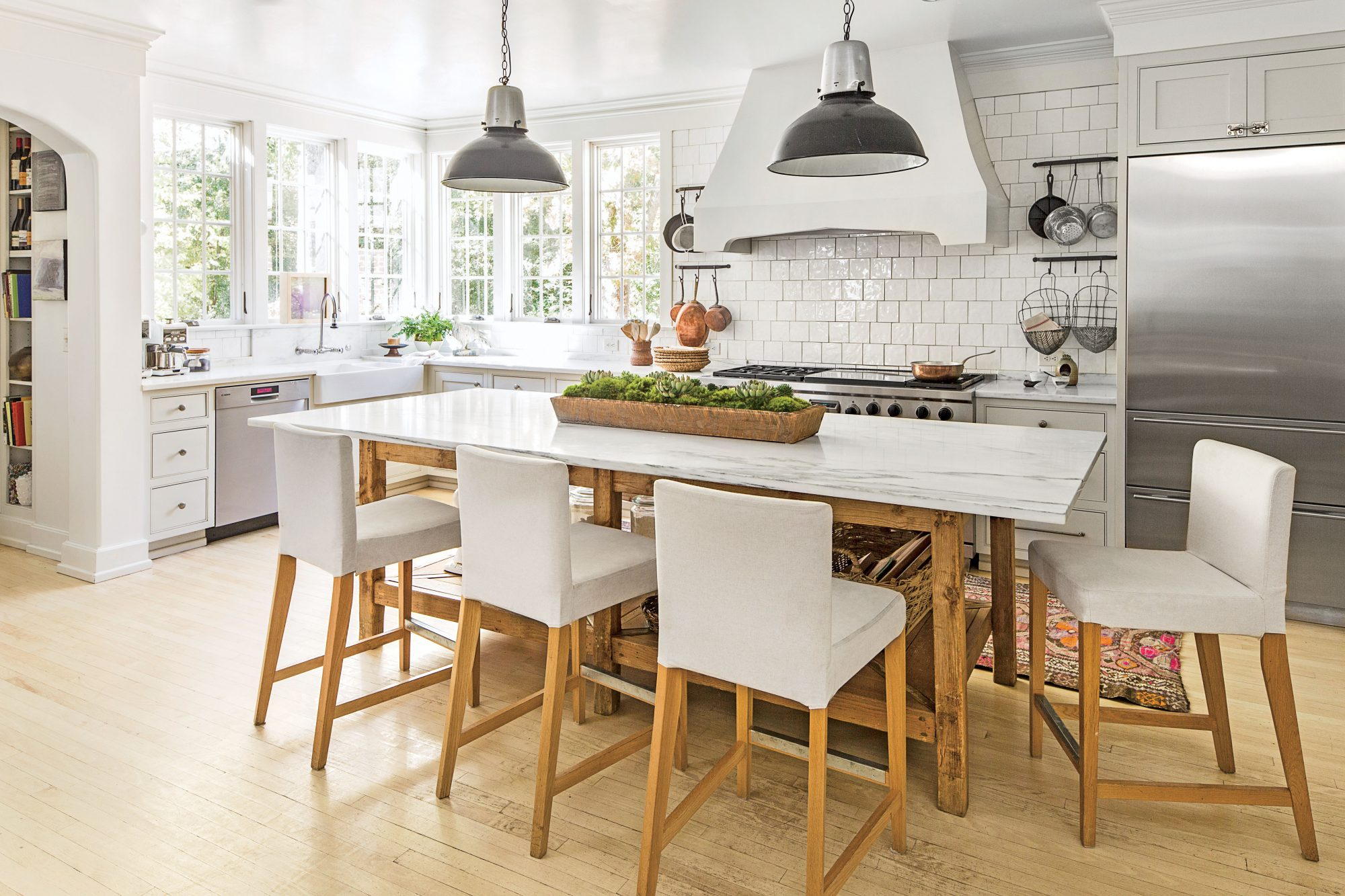 Calm current natural kitchen southern living for Southern living kitchen designs