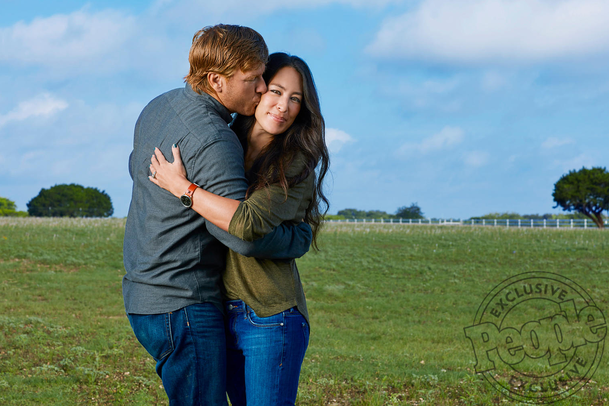 Chip Gaines Says 'My Heart Is Full' as He Shares New Aww-Worthy Photo of 3-Week-Old Son Crew joanna-gaines1b