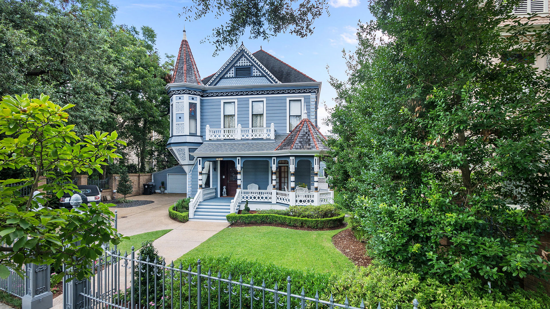 The Blue Lady One Of New Orleans Most Iconic Victorians Just Hit