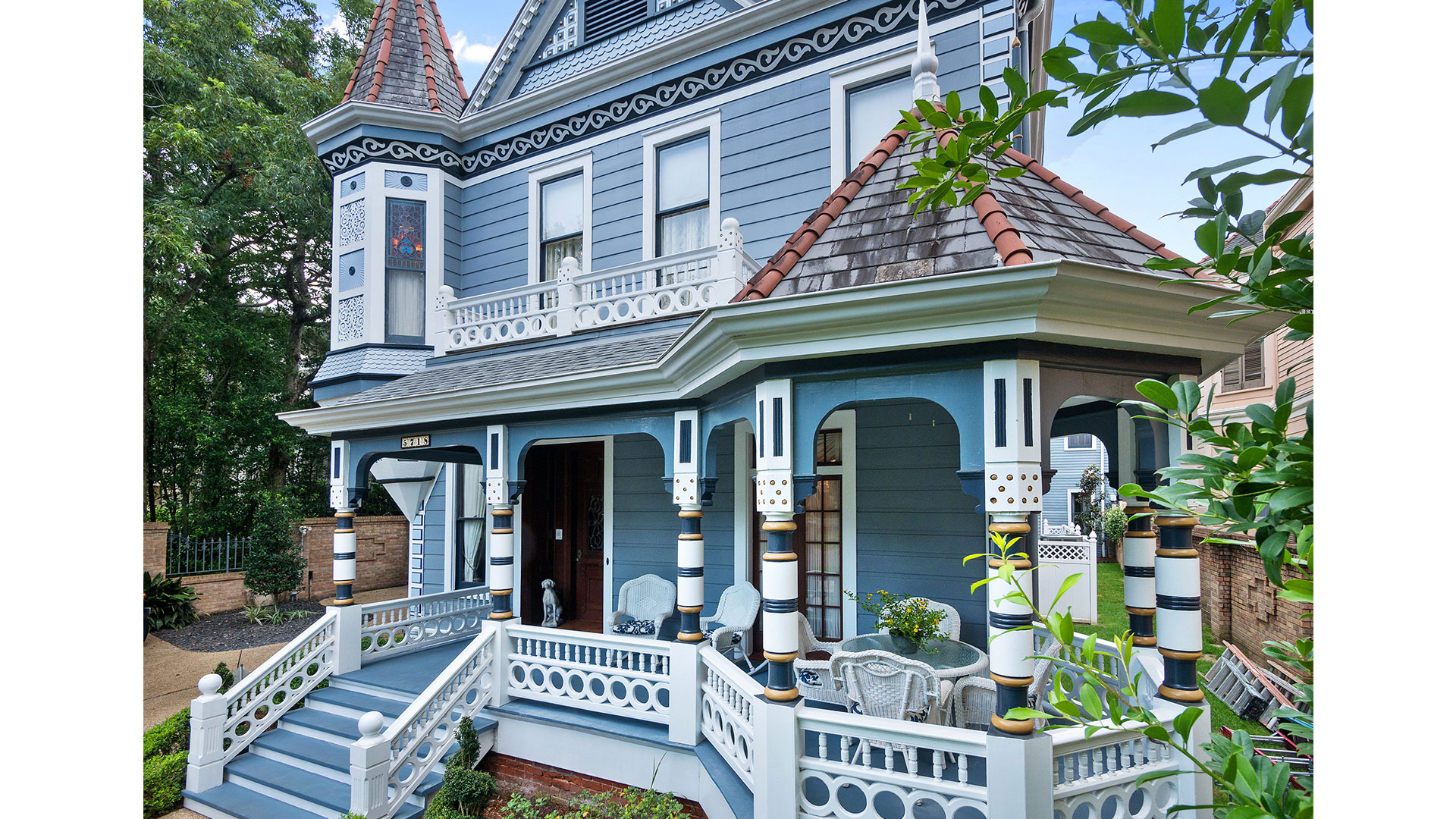 New Orleans Blue Lady Exterior