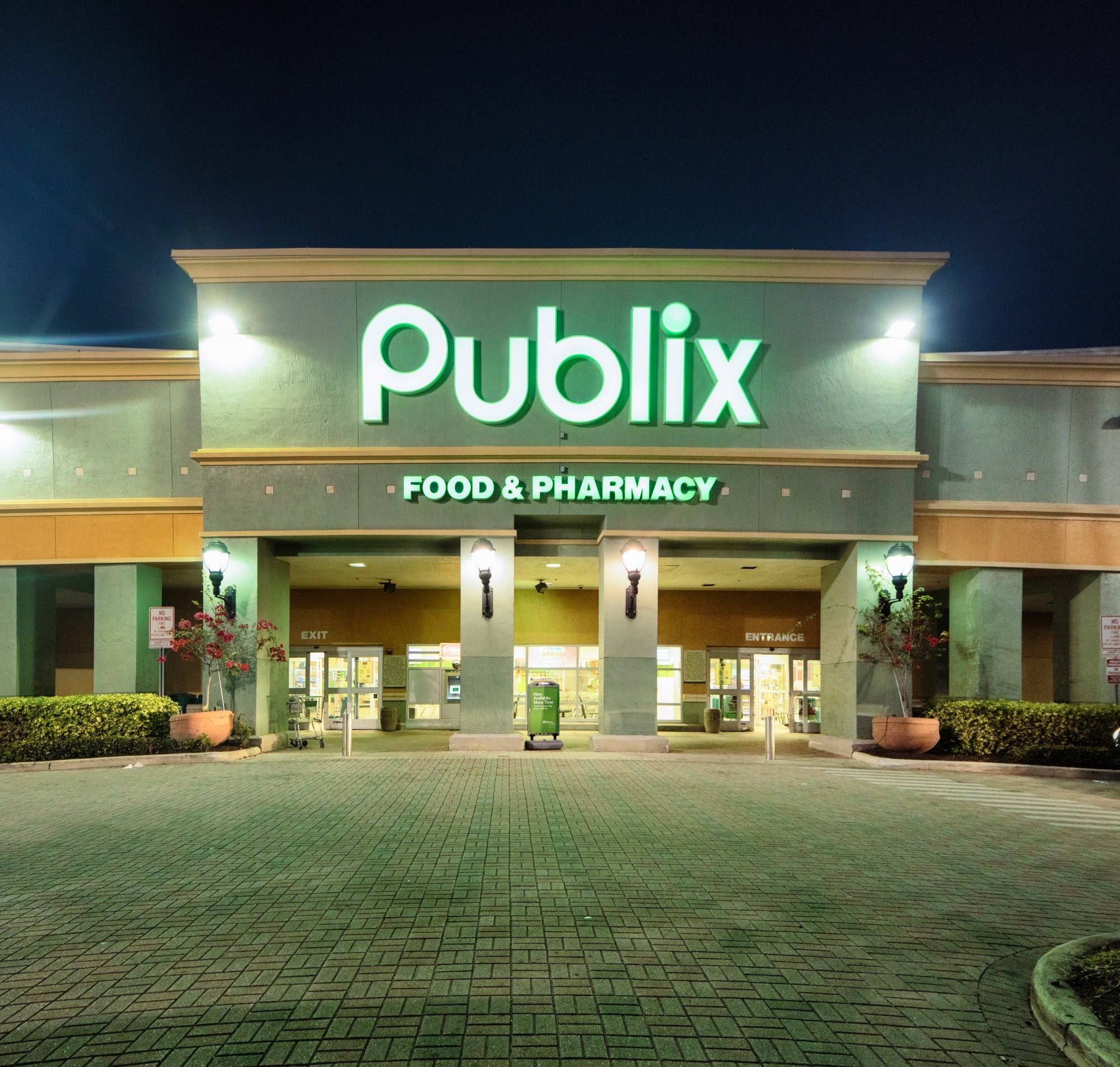 publix at night