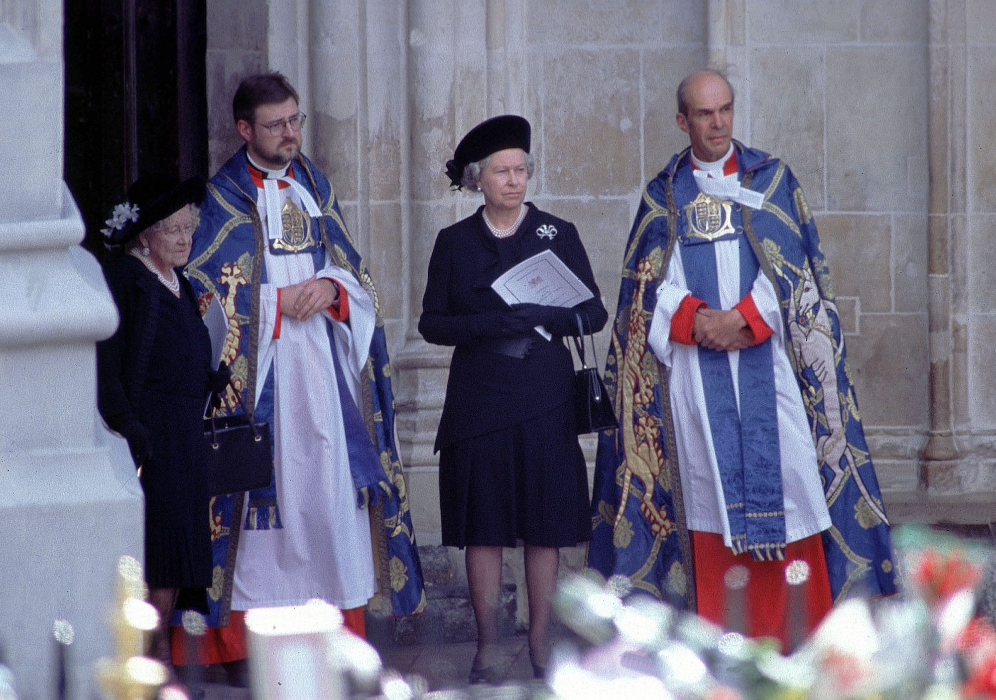 Inside the Subtle Moment the Queen Paid Tribute to Princess Diana After Her Death queen-elizabeth-diana-funeral-1